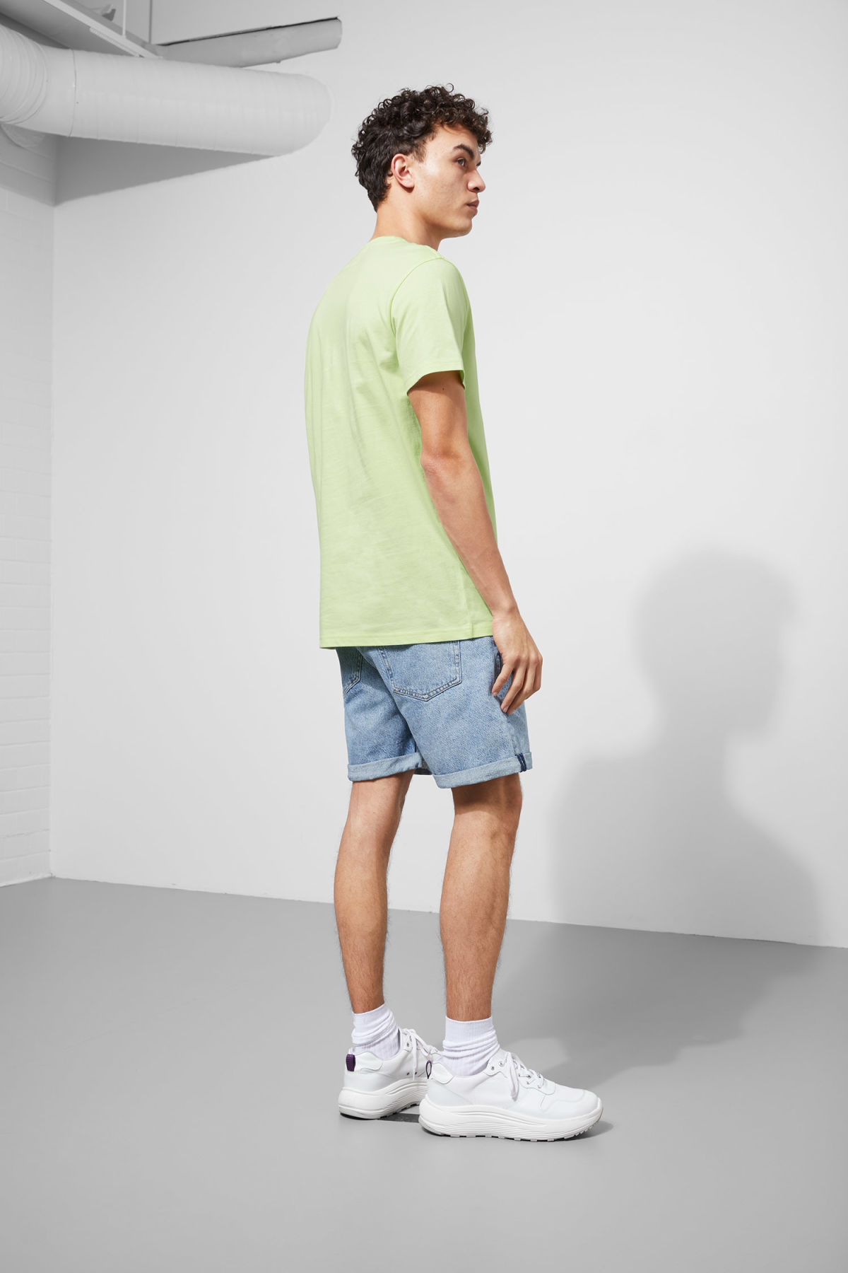 Model back image of Weekday alan t-shirt in green