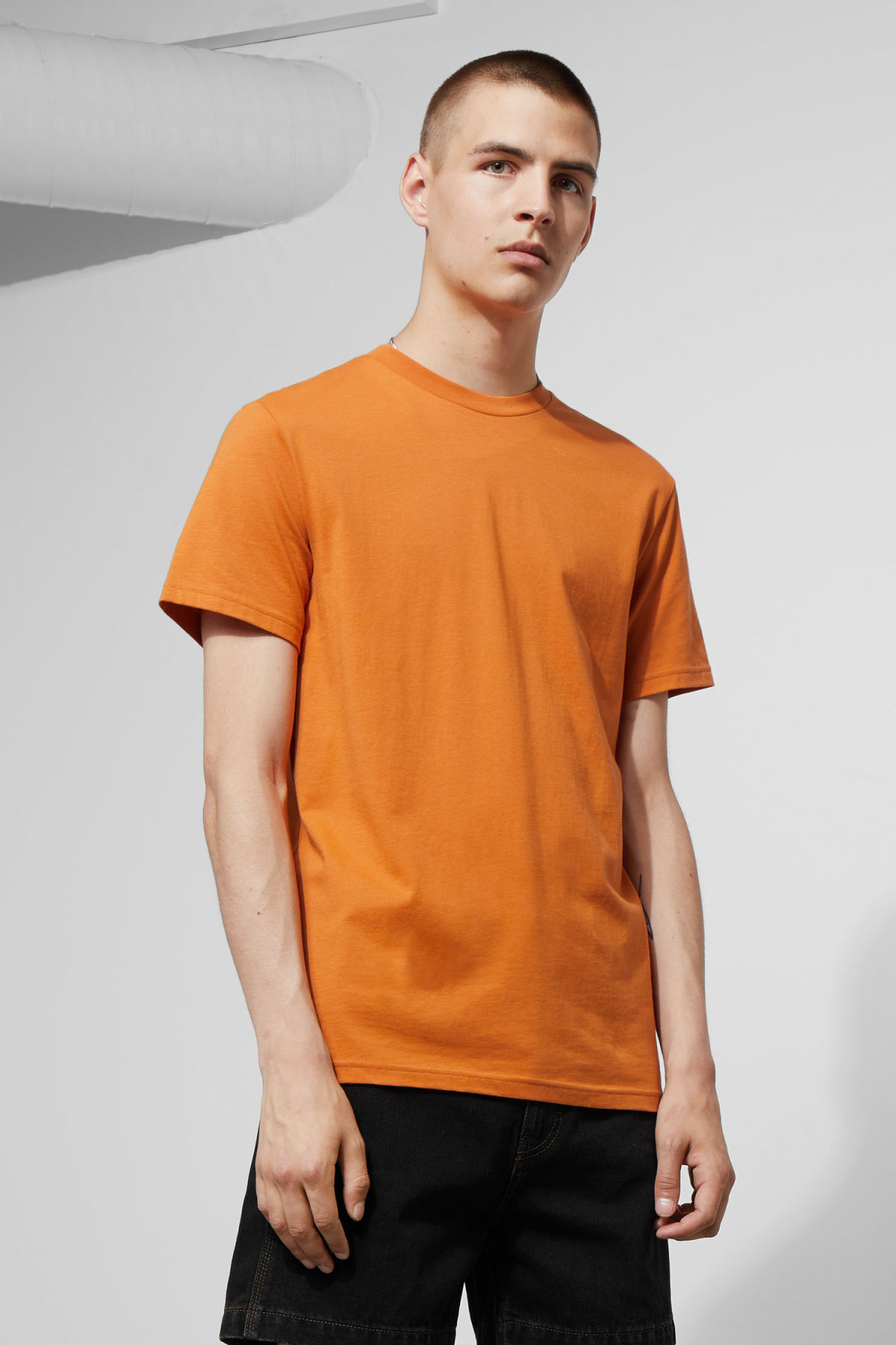 Model front image of Weekday alan t-shirt in orange