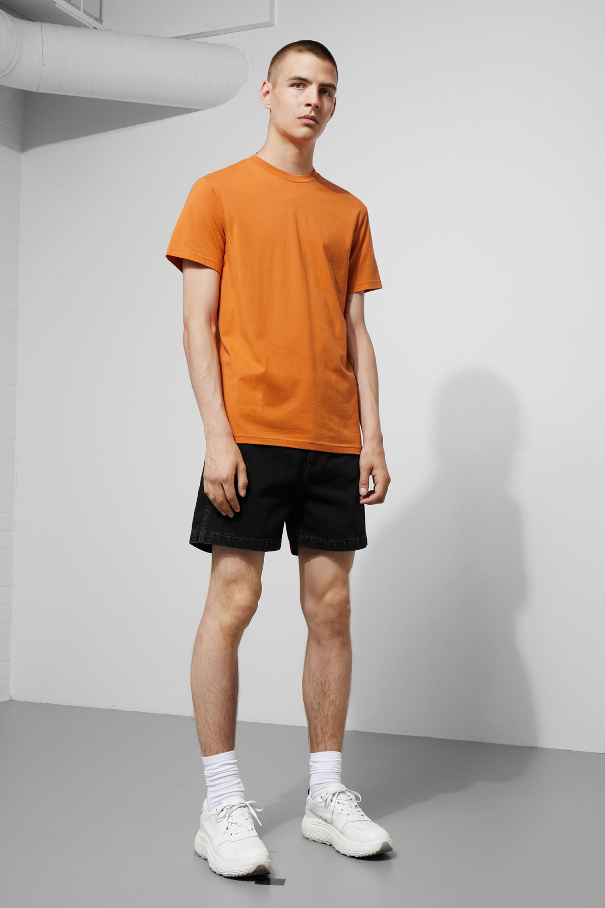 Model back image of Weekday alan t-shirt in orange