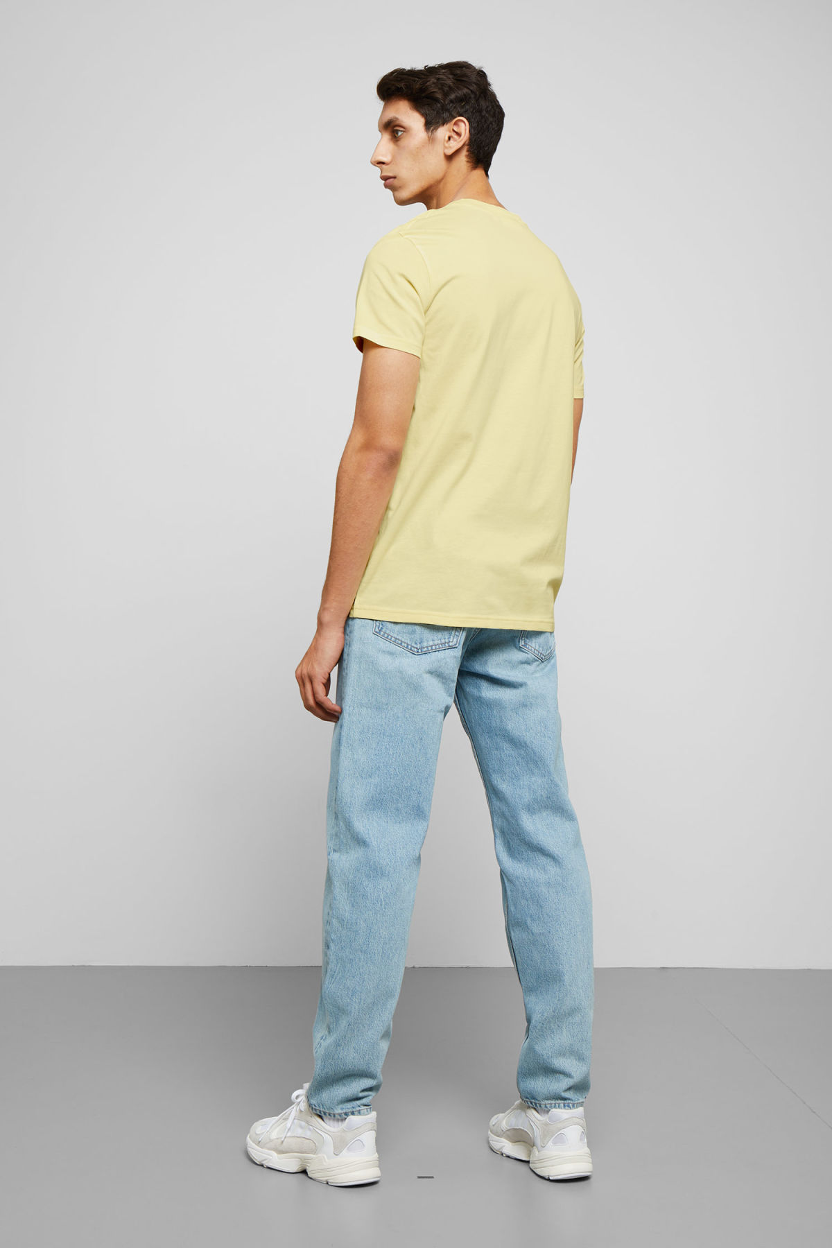Model back image of Weekday alan t-shirt in yellow