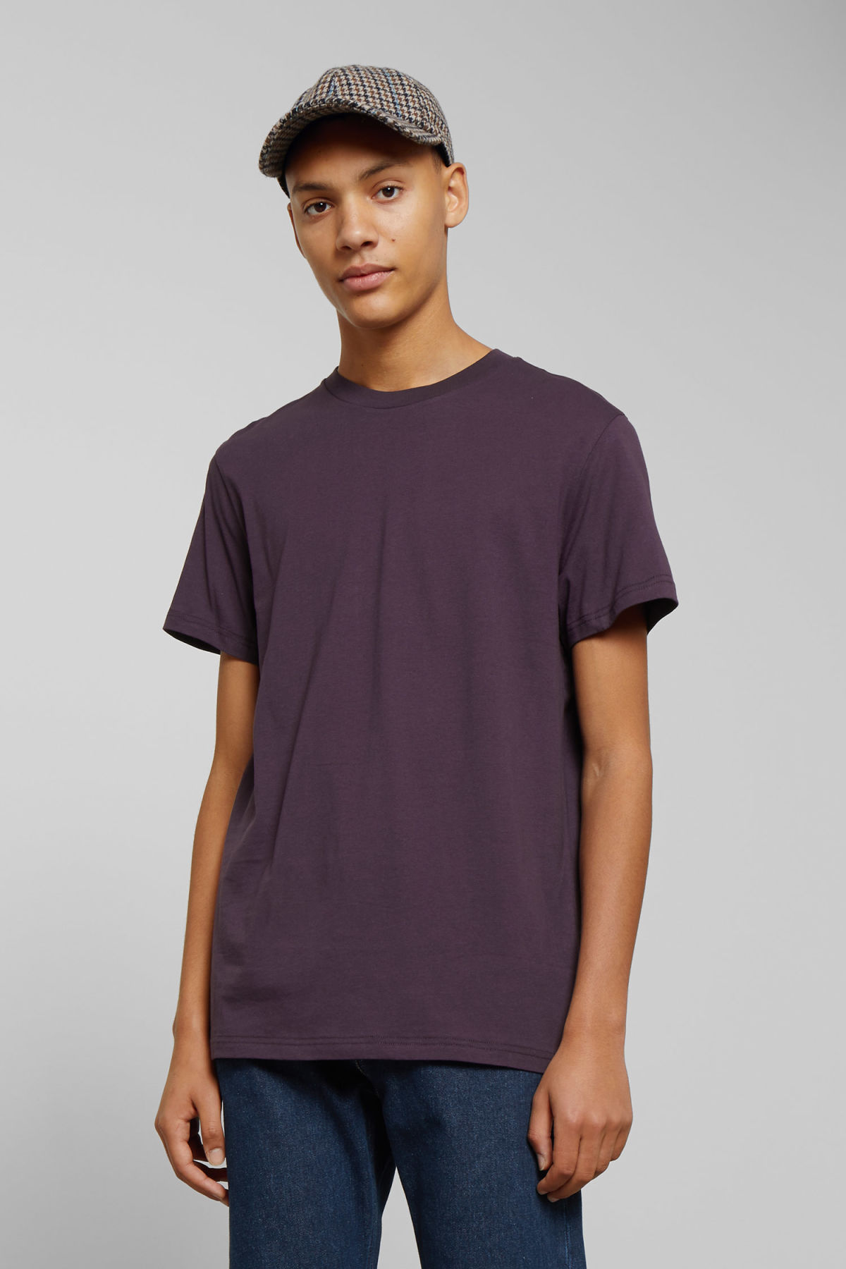 Model front image of Weekday alan t-shirt in purple