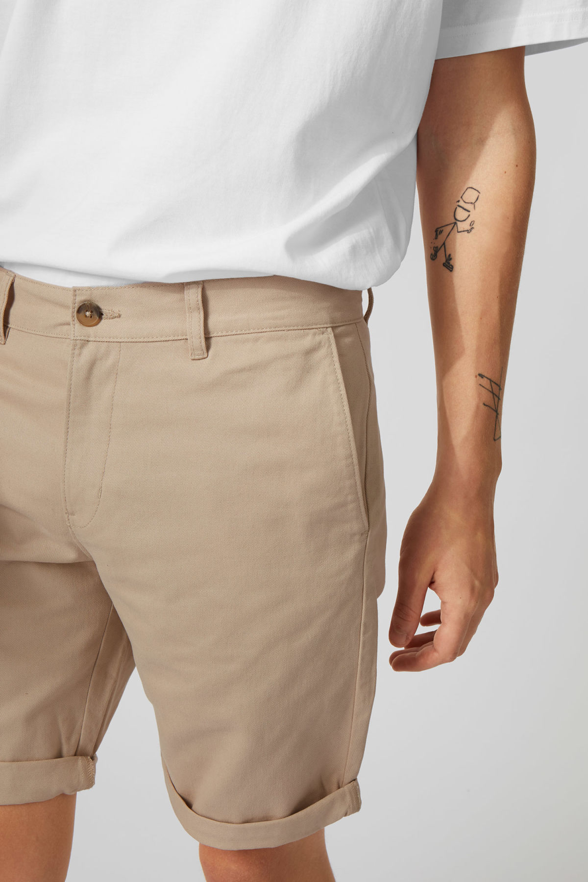 Model side image of Weekday acid shorts in beige