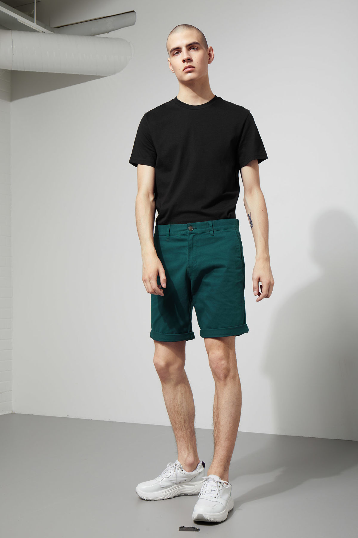 Model front image of Weekday acid shorts in turquoise