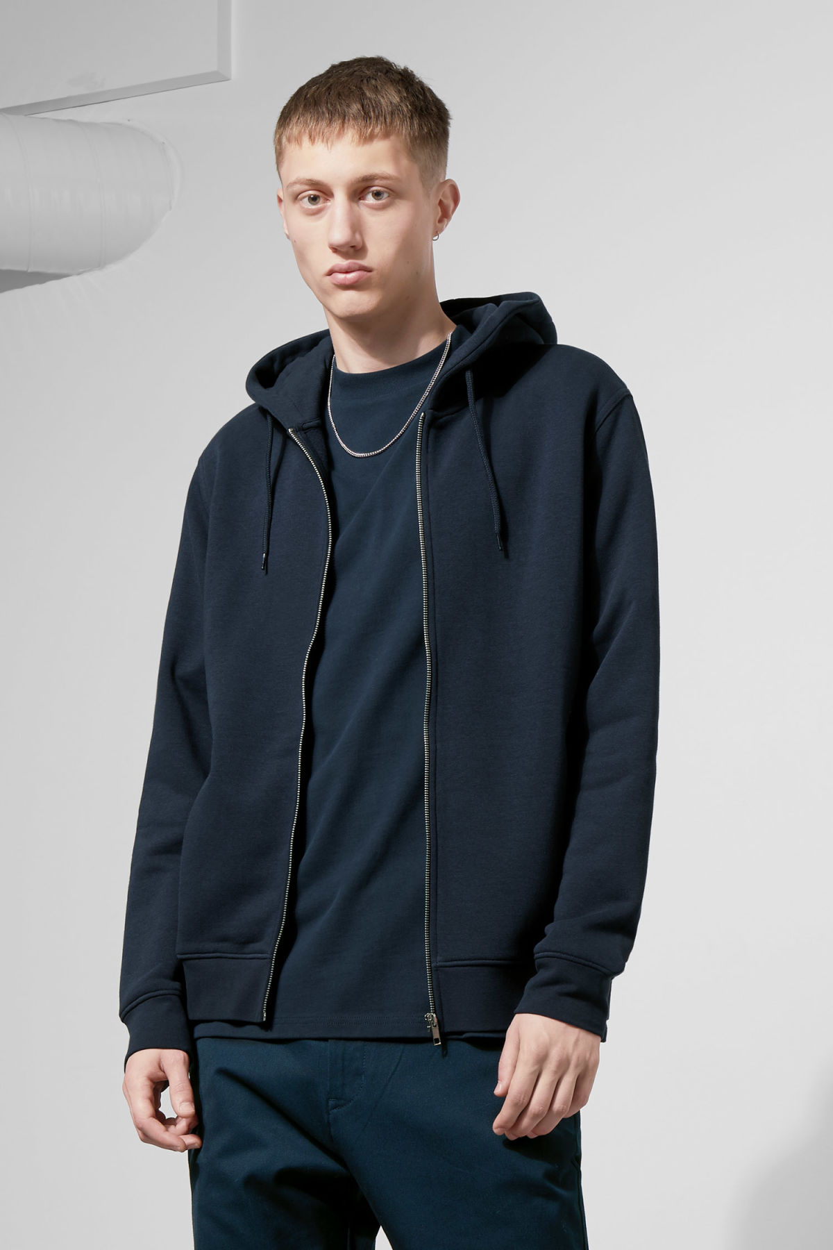 Model front image of Weekday boom zipped hoodie in blue