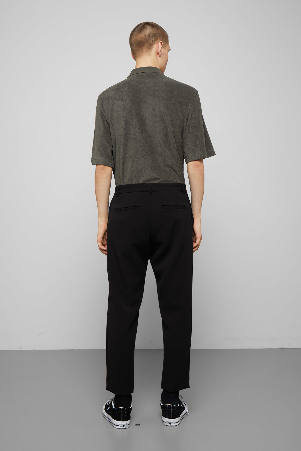 Model back image of Weekday mard trousers in black