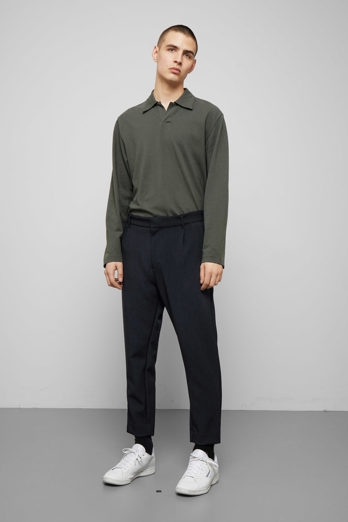 Model front image of Weekday mard trousers in blue