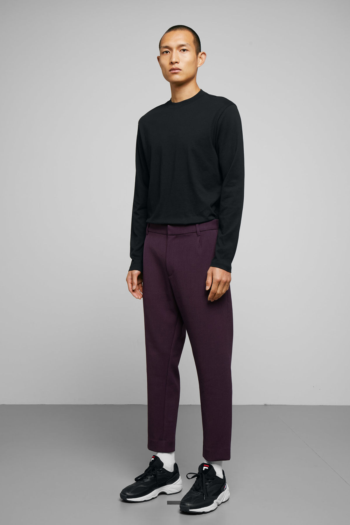Model front image of Weekday mard trousers in purple