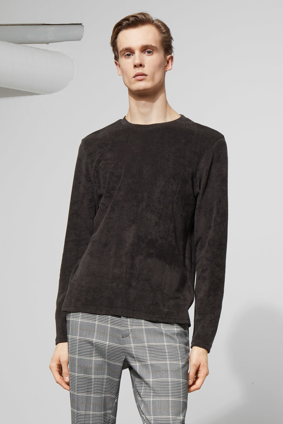 Model front image of Weekday towel long sleeve in black