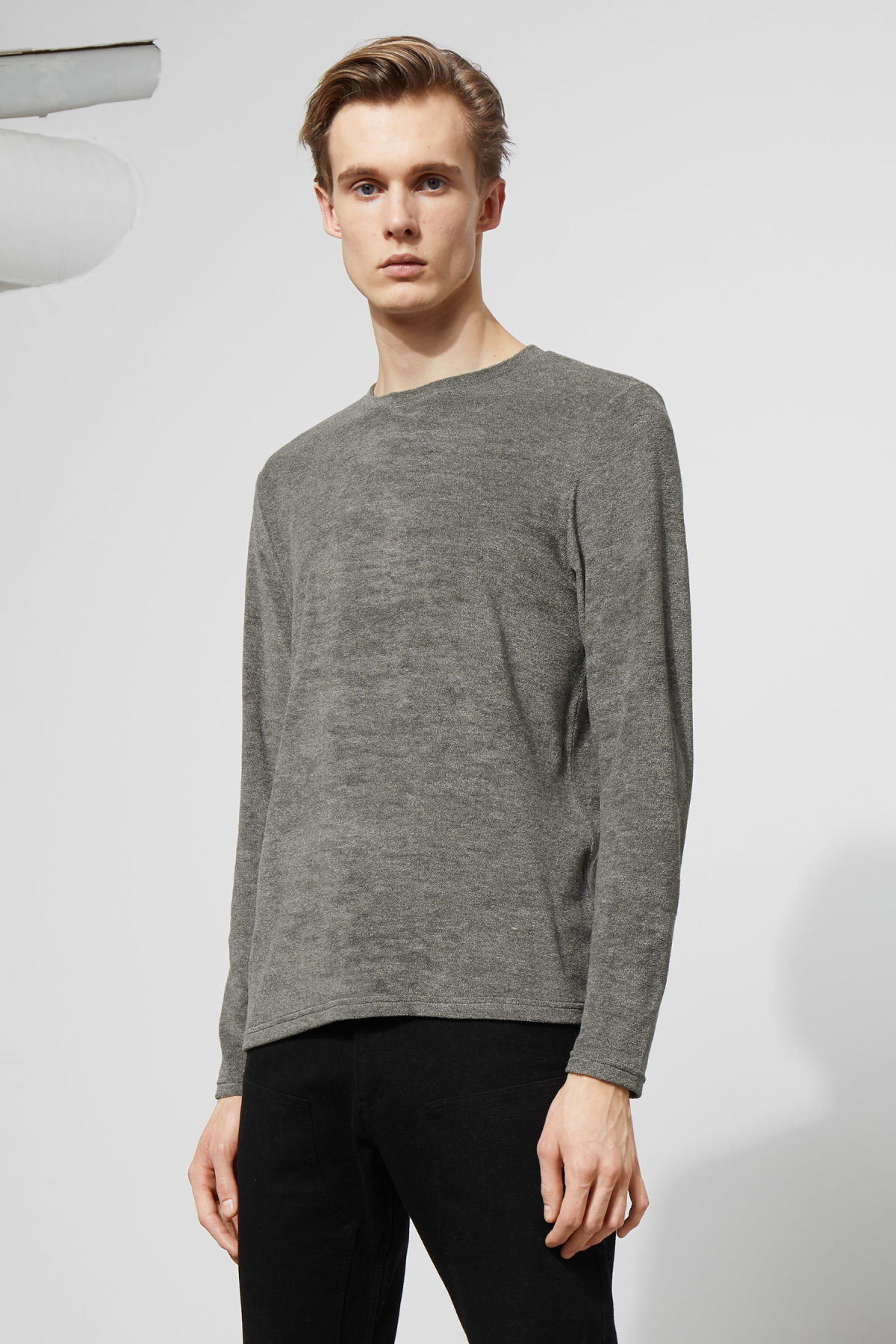 Model front image of Weekday towel long sleeve in grey