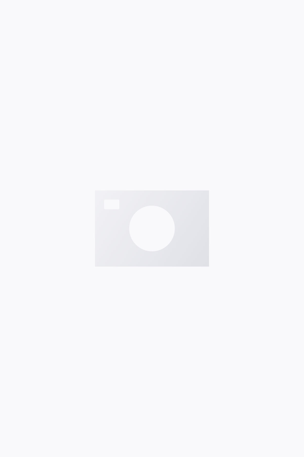 Model back image of Weekday body high peer blue jeans in blue
