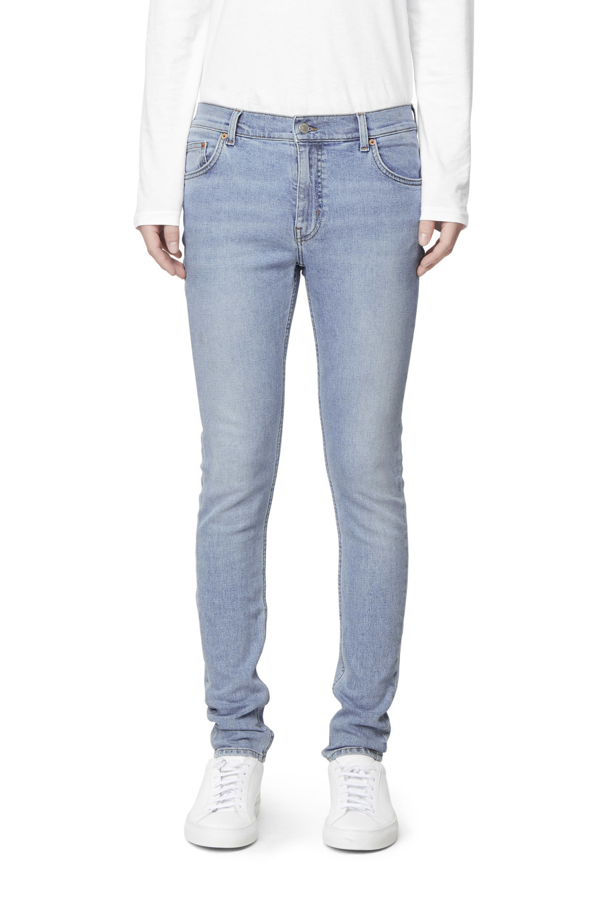 Model front image of Weekday form reused blue jeans in blue
