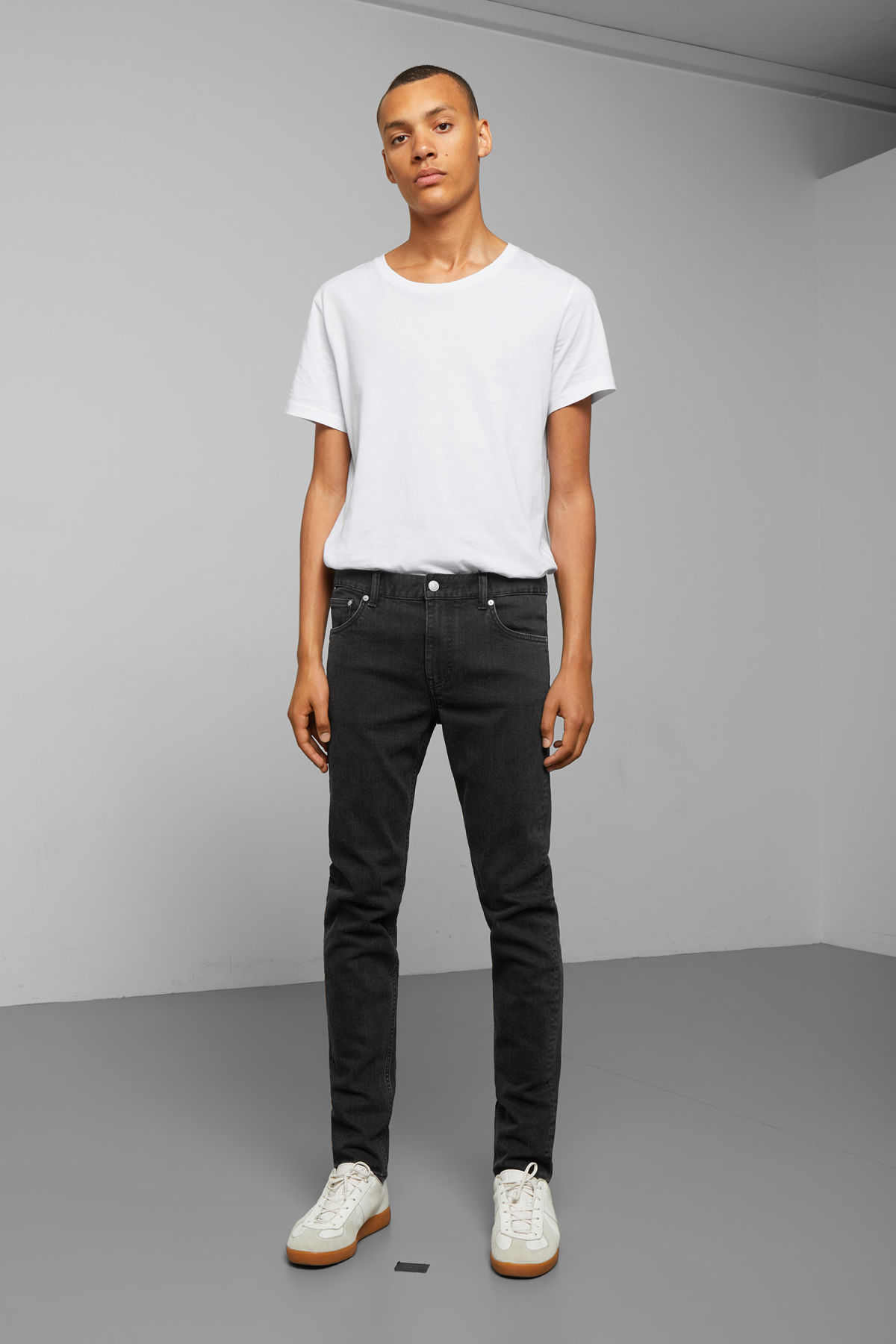 Model front image of Weekday friday tuned black jeans in black