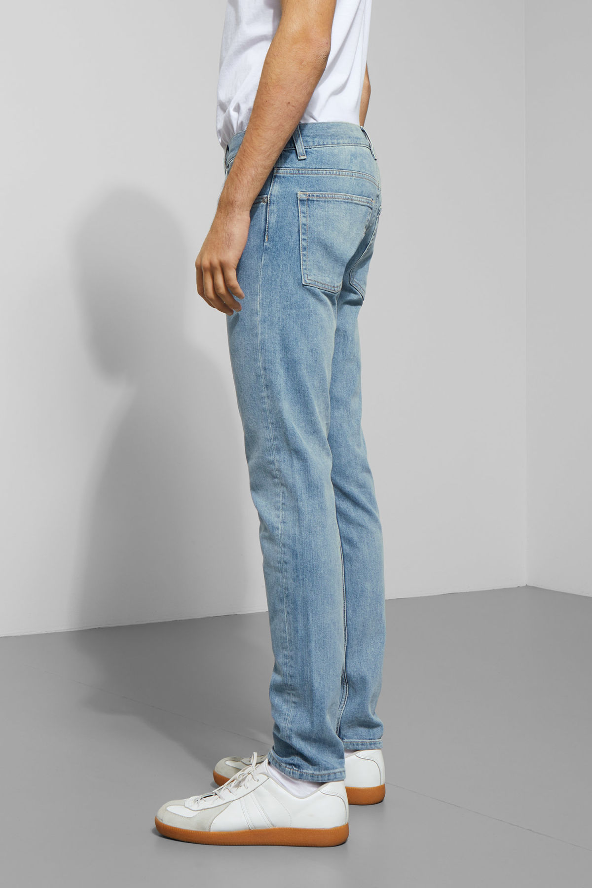 Model side image of Weekday friday lagoon blue jeans in blue