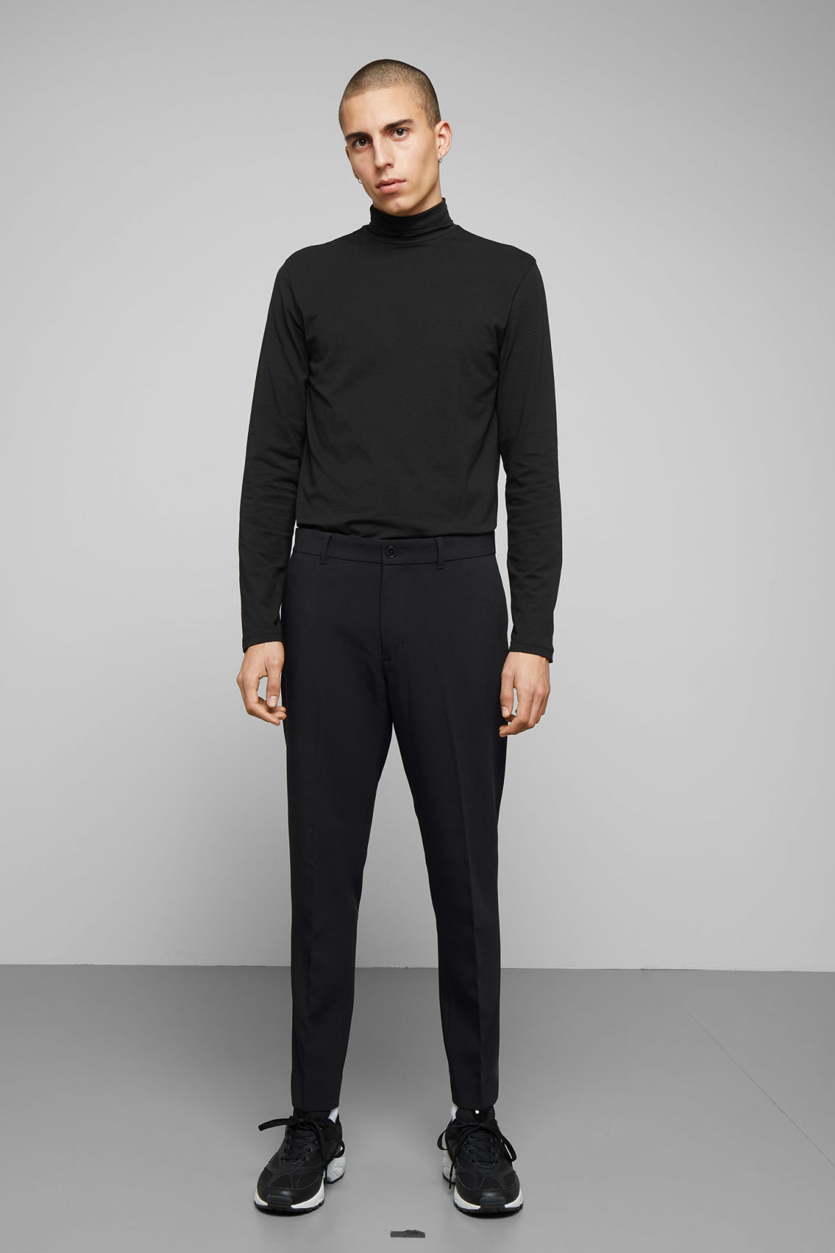 Model front image of Weekday riffle trousers  in black