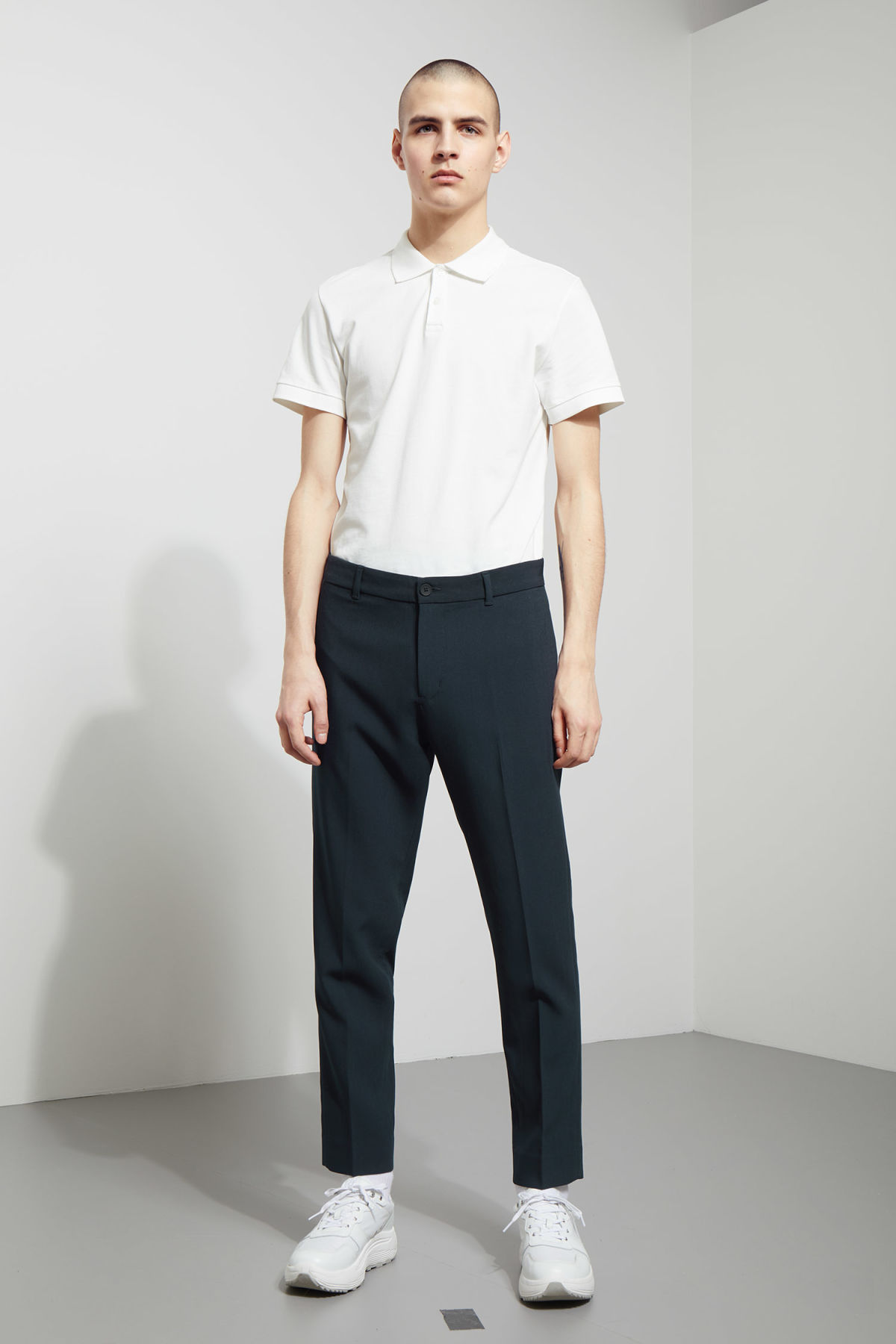 Model front image of Weekday riffle trousers  in blue