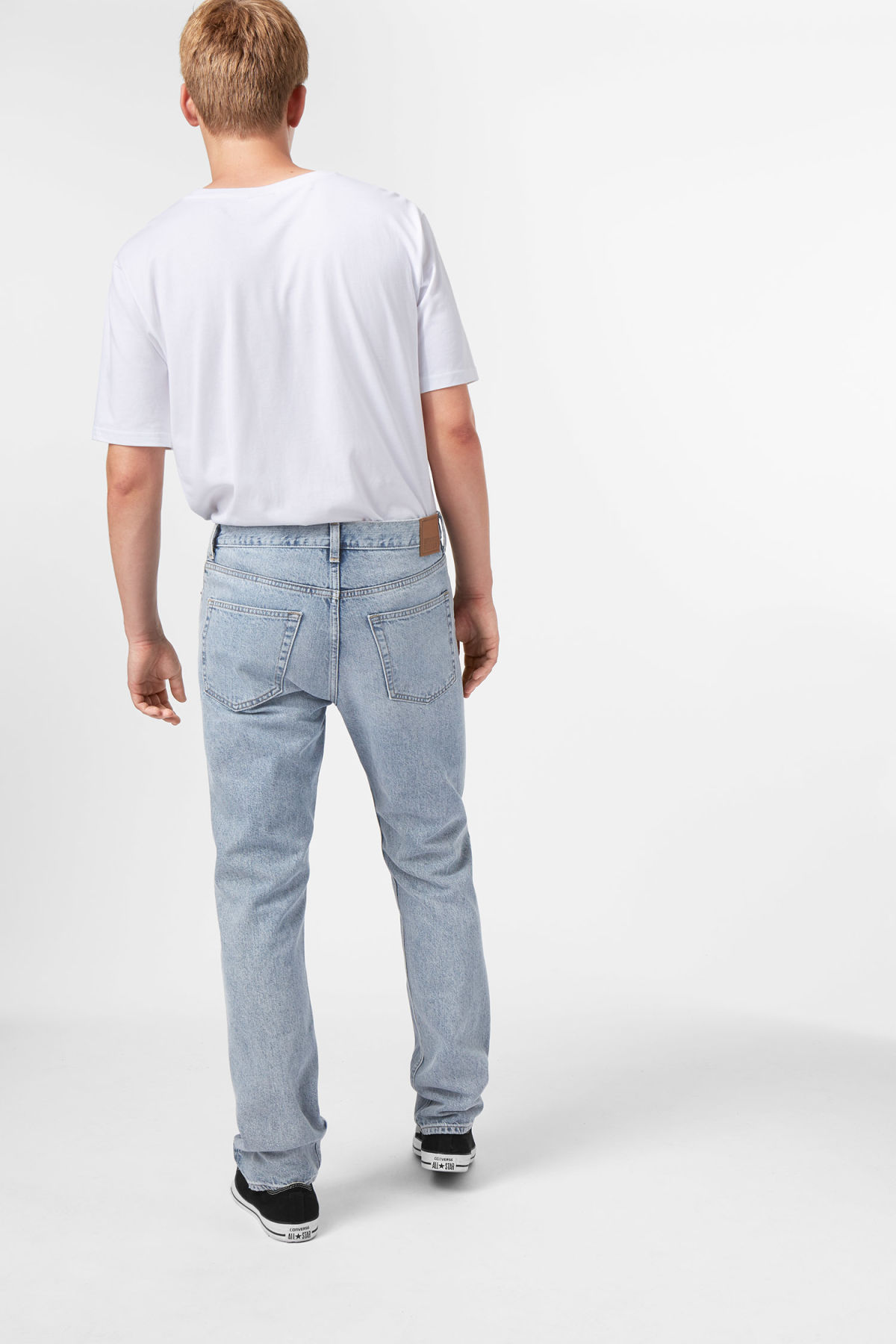 Model side image of Weekday vacant wow blue jeans in blue