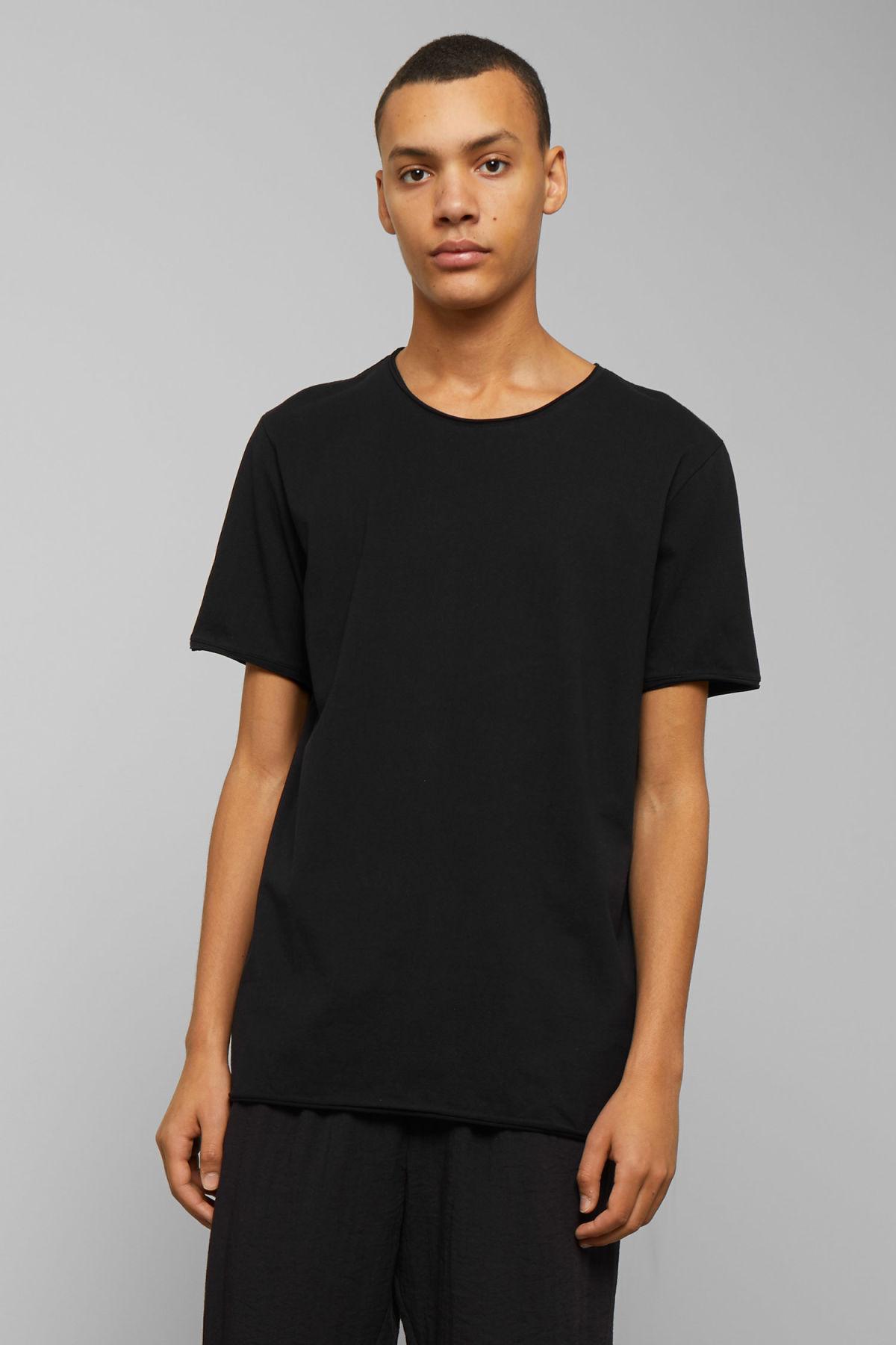 Model front image of Weekday dark t-shirt in black