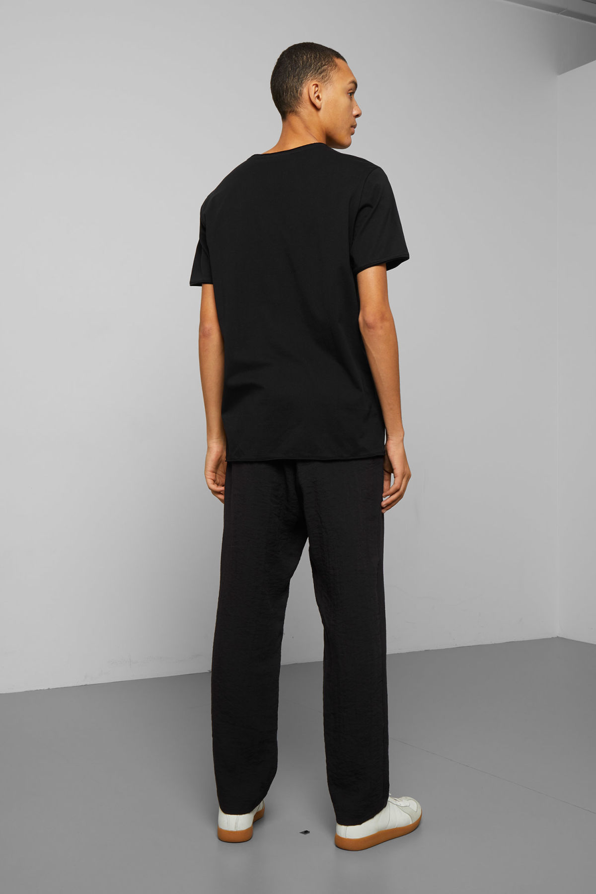 Model back image of Weekday dark t-shirt in black