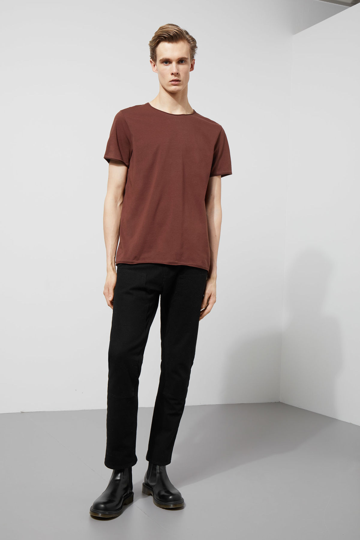 Model back image of Weekday dark t-shirt in brown