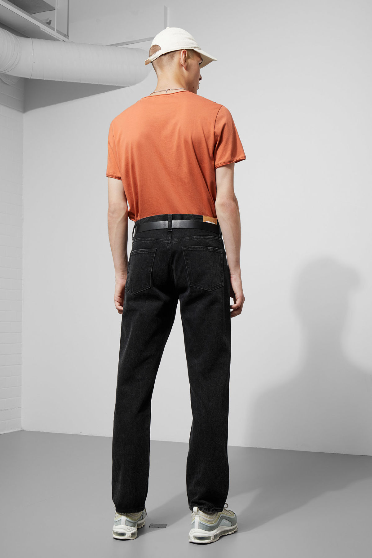 Model back image of Weekday dark t-shirt in orange