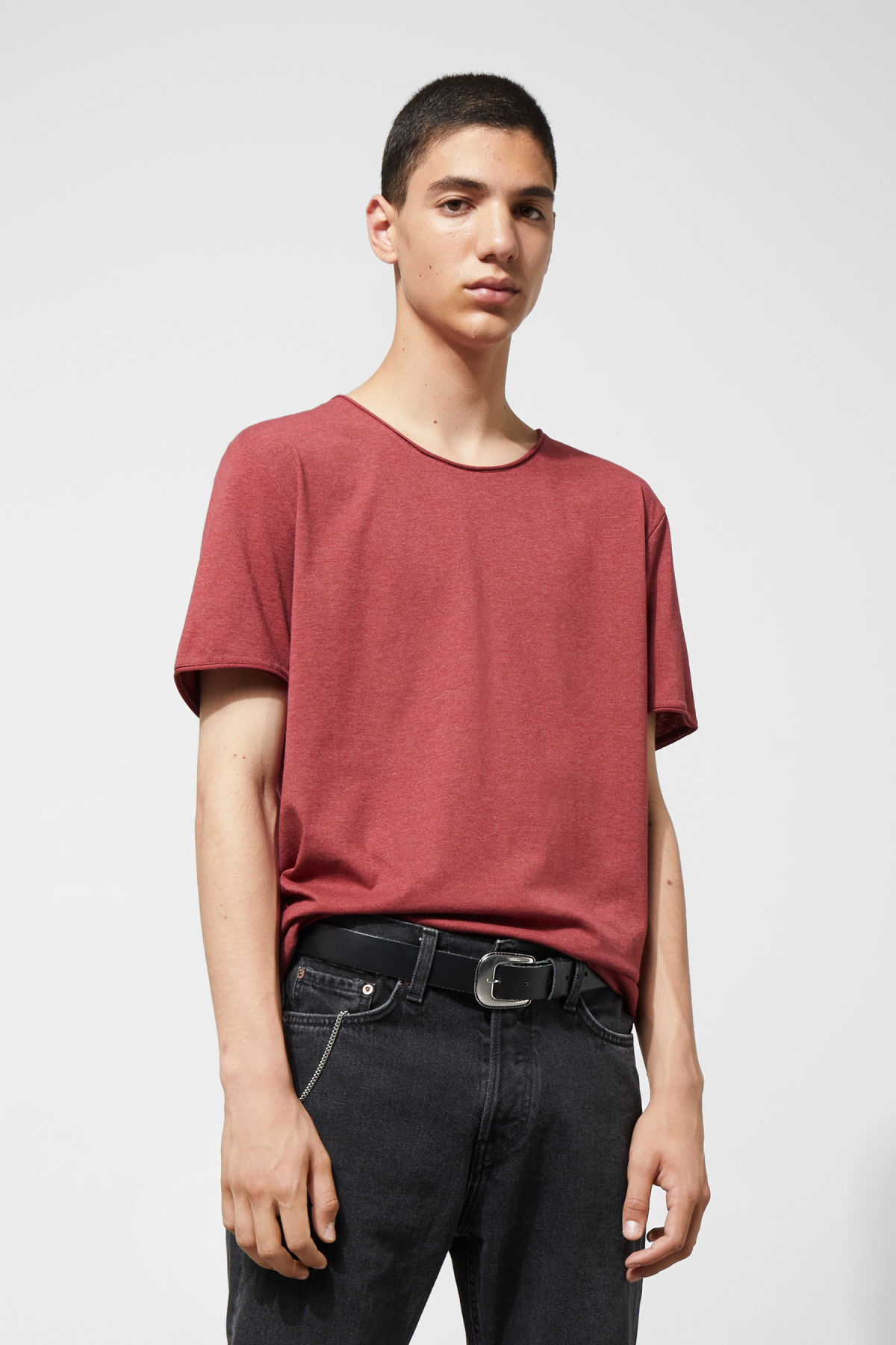 Model front image of Weekday dark t-shirt in red