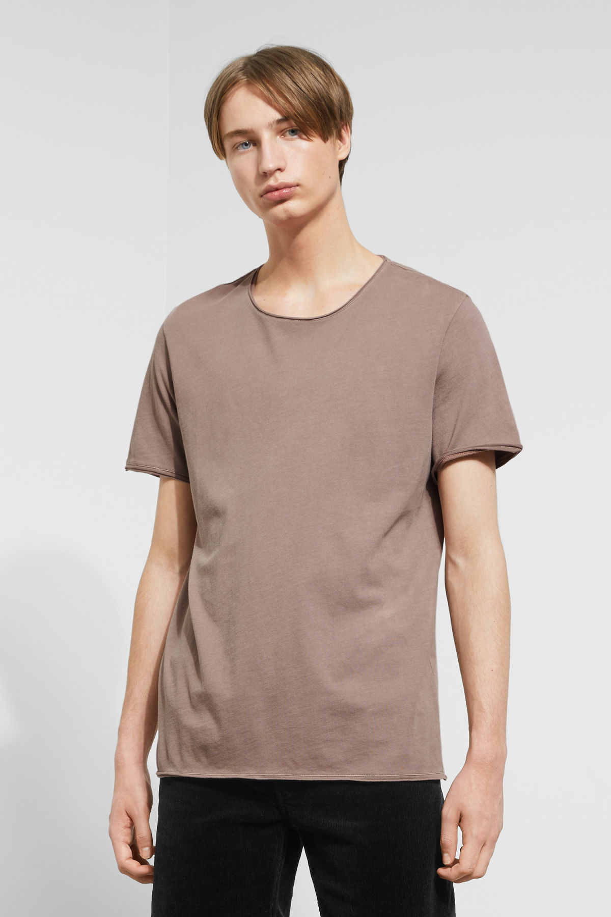 Model front image of Weekday dark t-shirt in brown