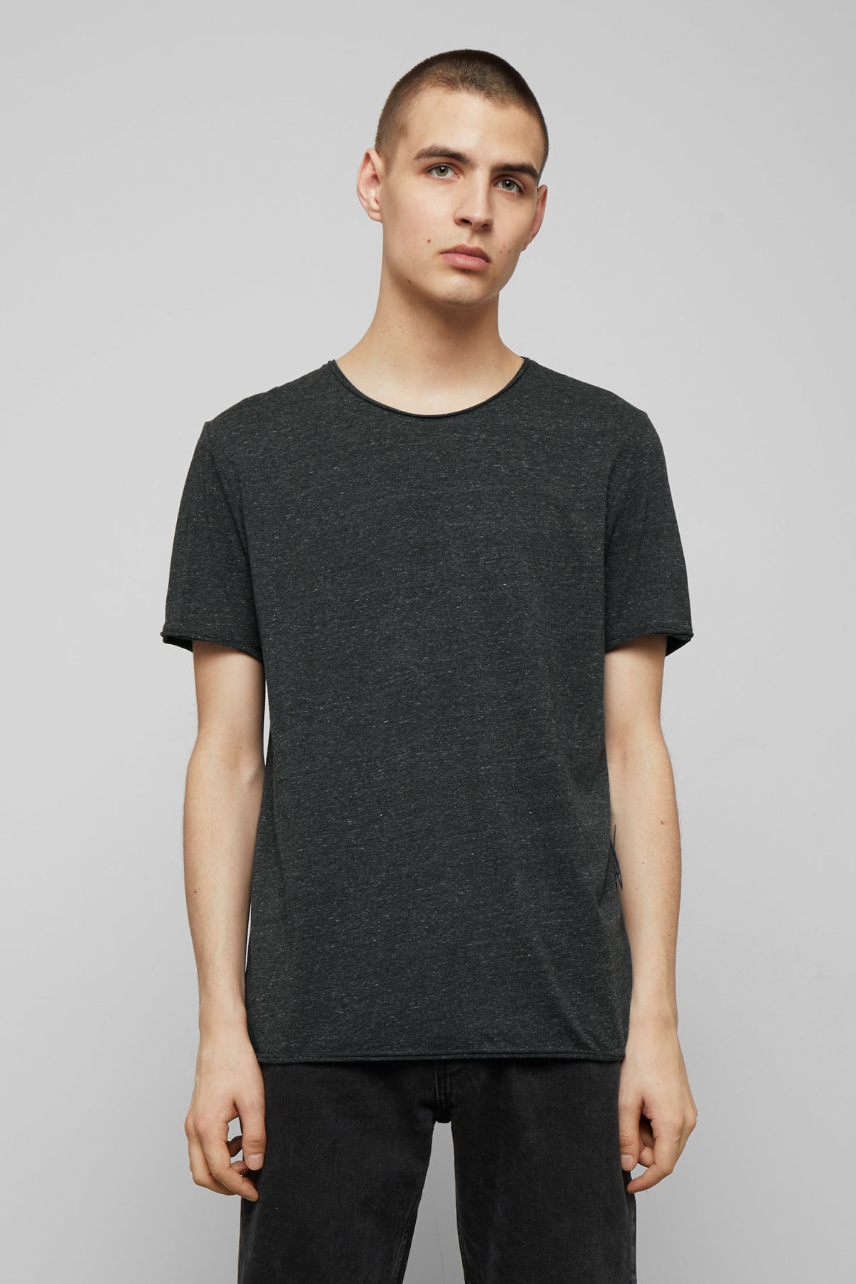 Model front image of Weekday dark t-shirt in grey