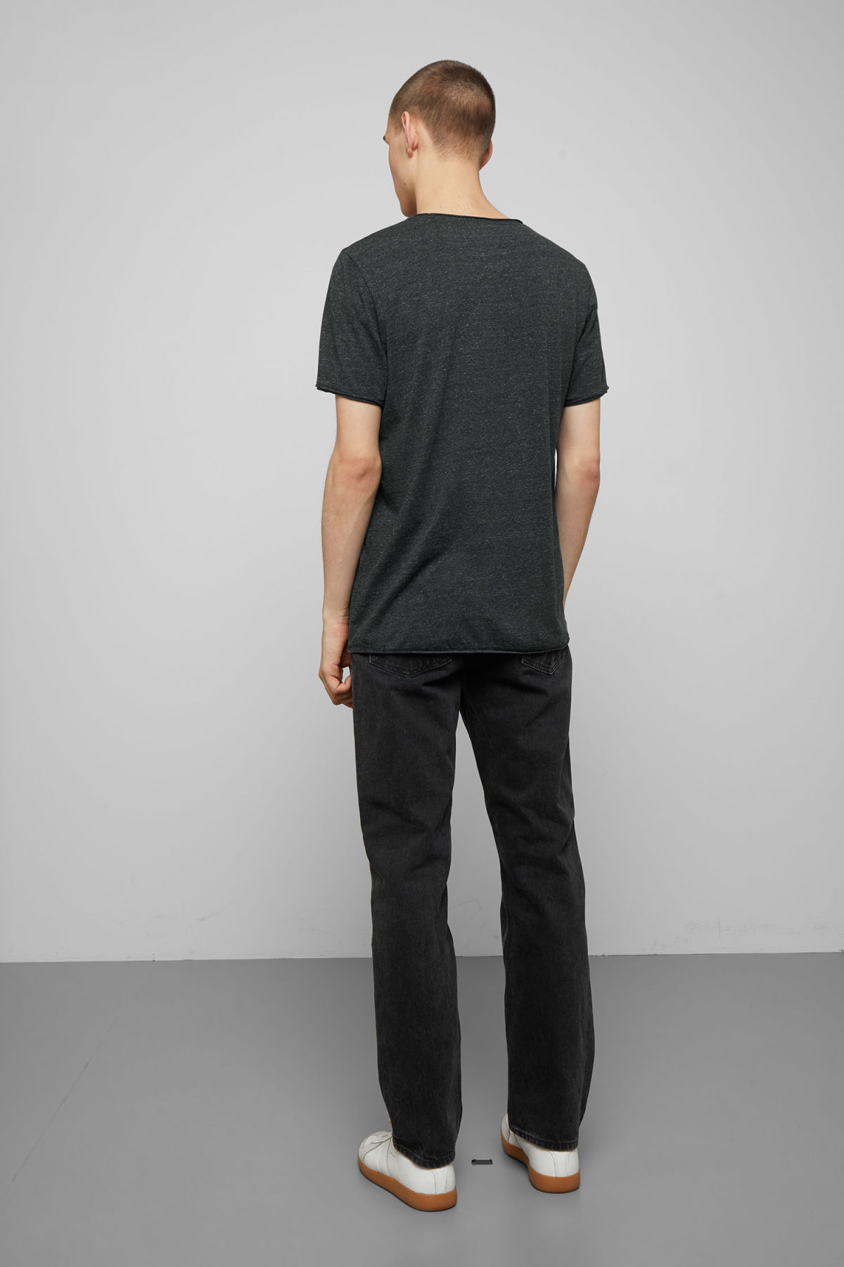 Model back image of Weekday dark t-shirt in grey