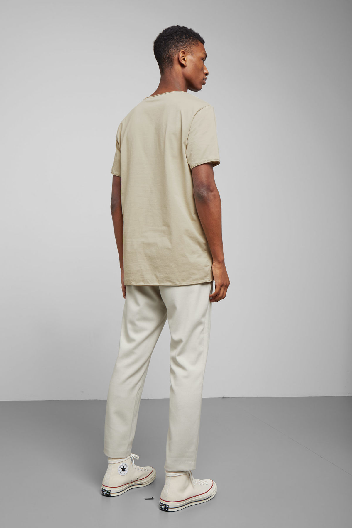 Model back image of Weekday dark t-shirt in beige