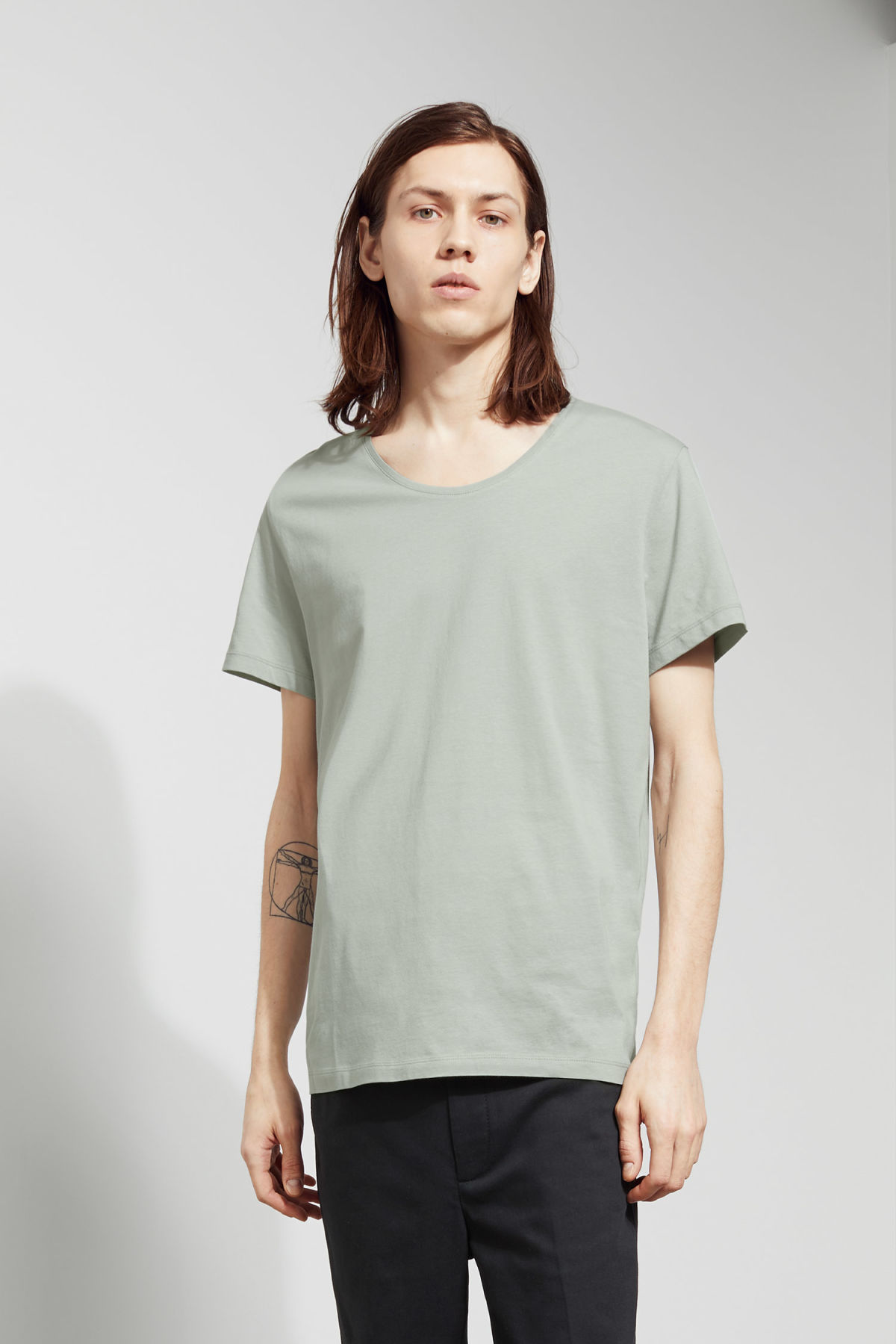 Model front image of Weekday daniel t-shirt in green