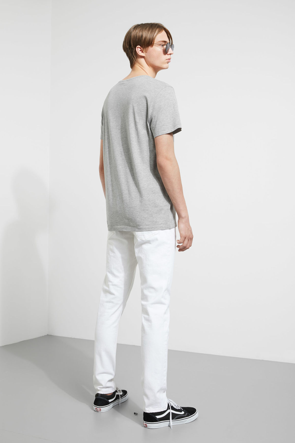 Model back image of Weekday daniel t-shirt in grey