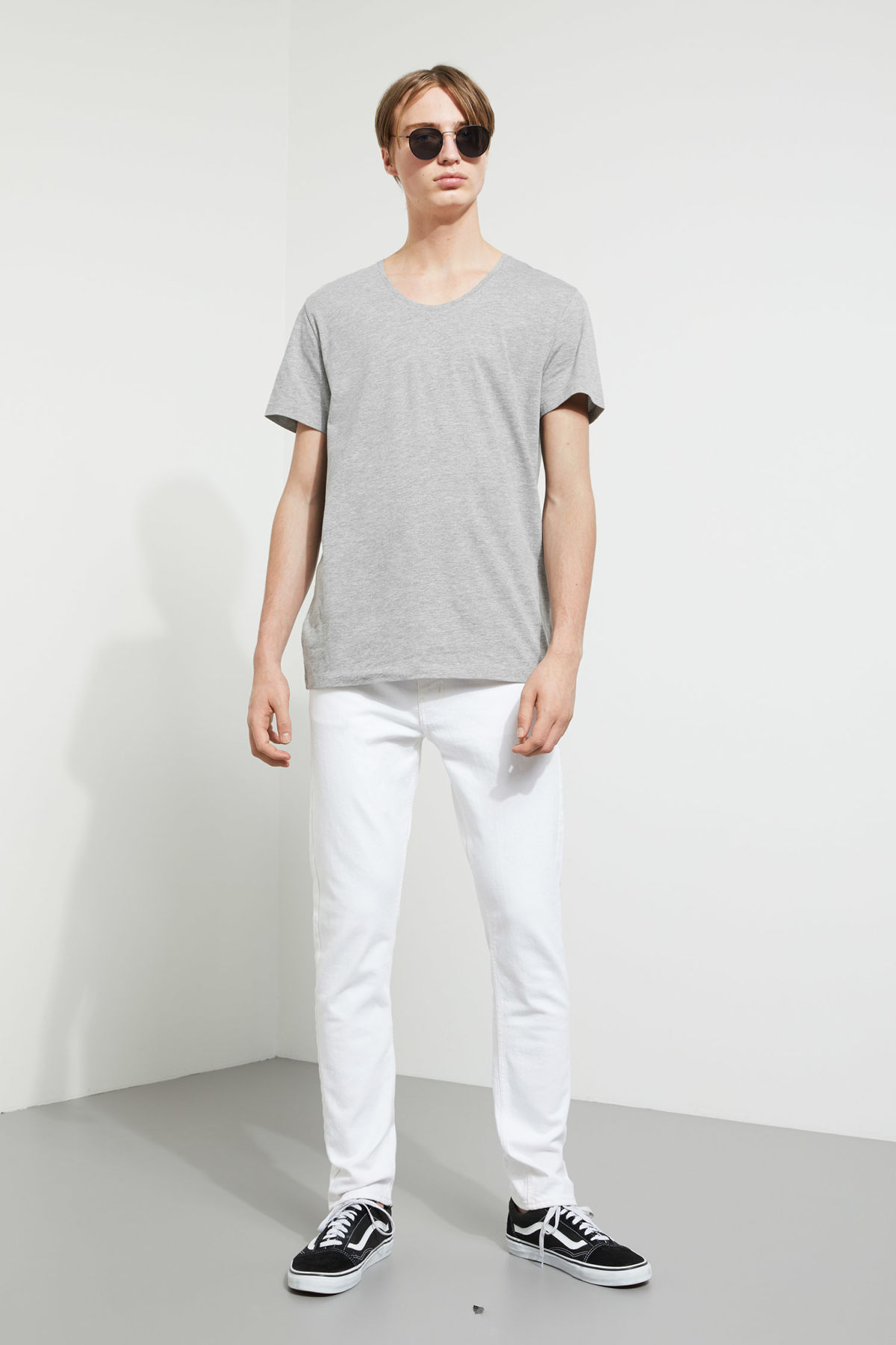 Model side image of Weekday daniel t-shirt in grey