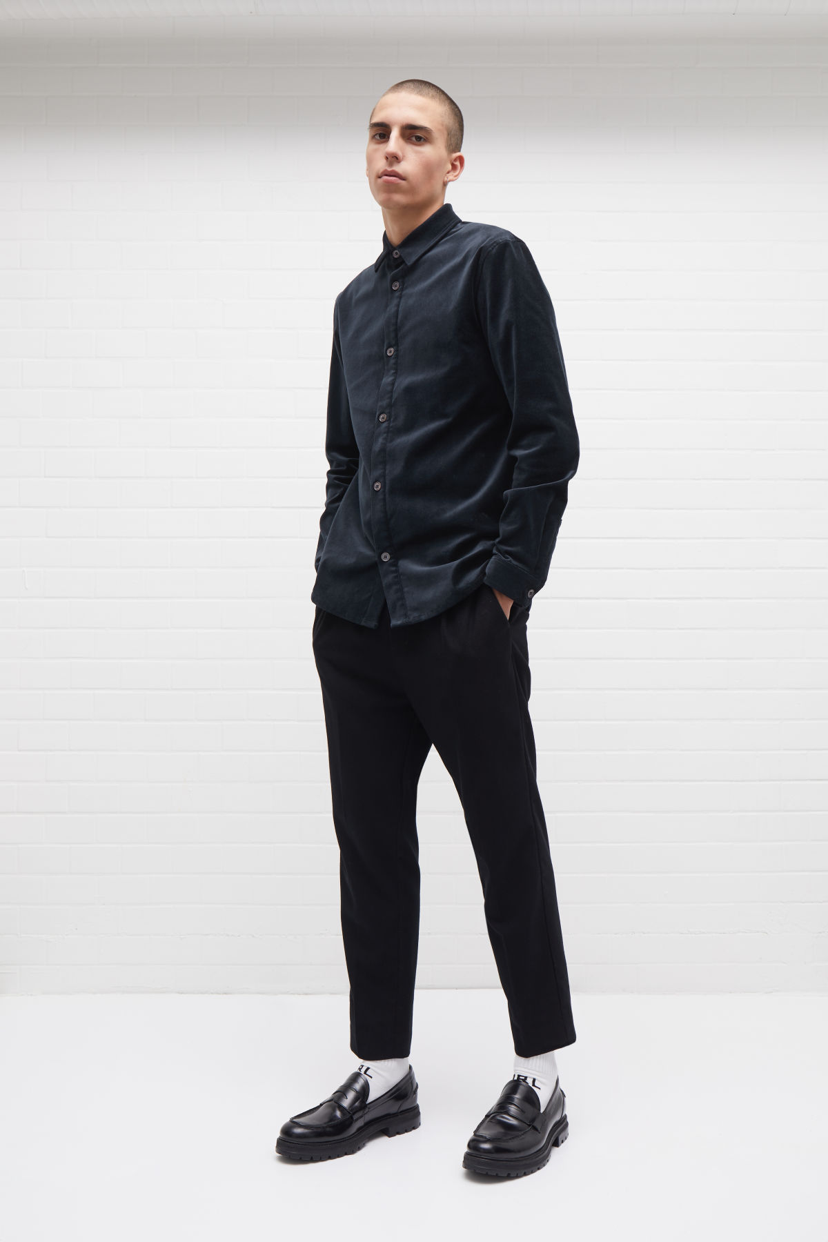 Model front image of Weekday arvid trousers in black
