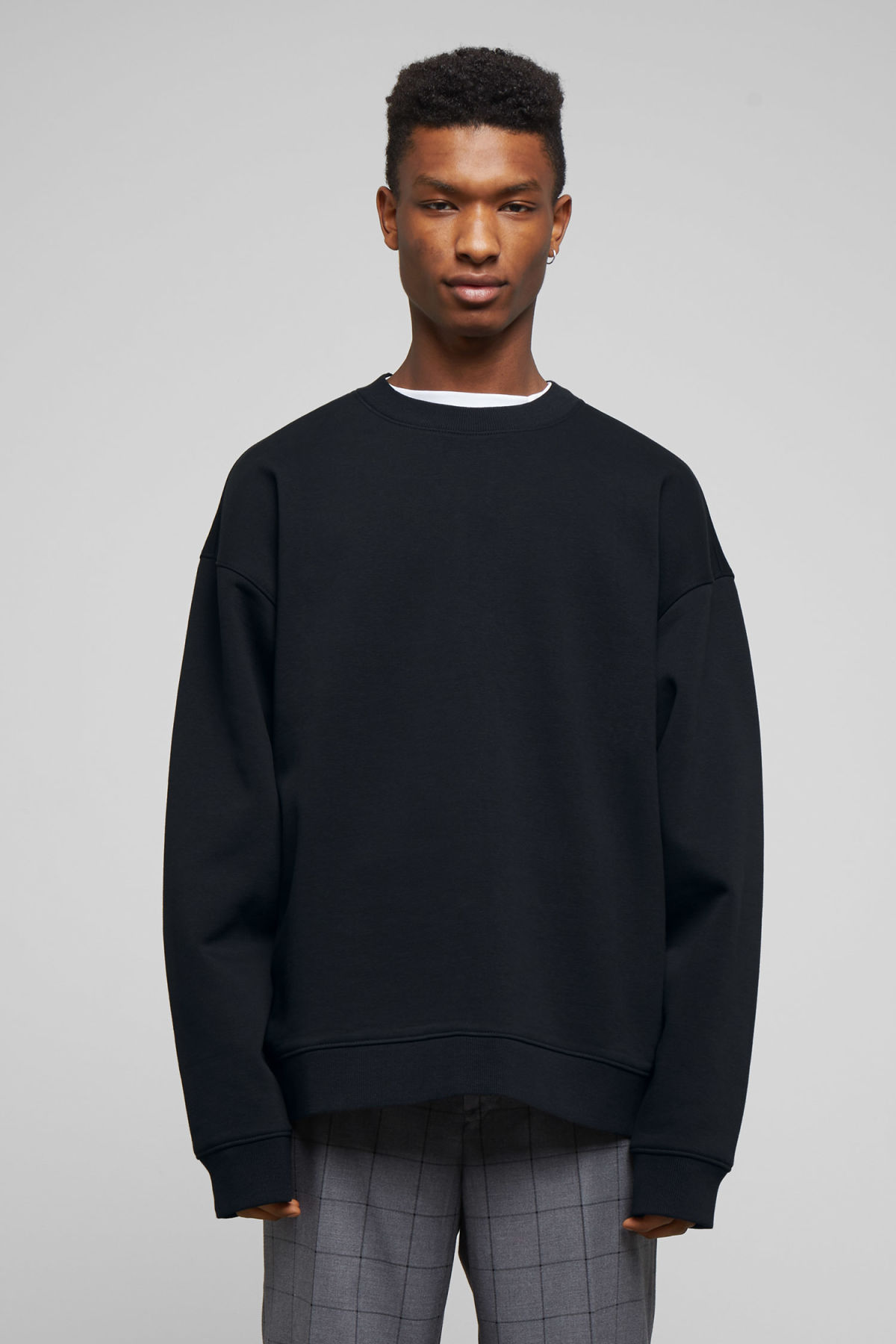Model front image of Weekday big steve sweatshirt in black