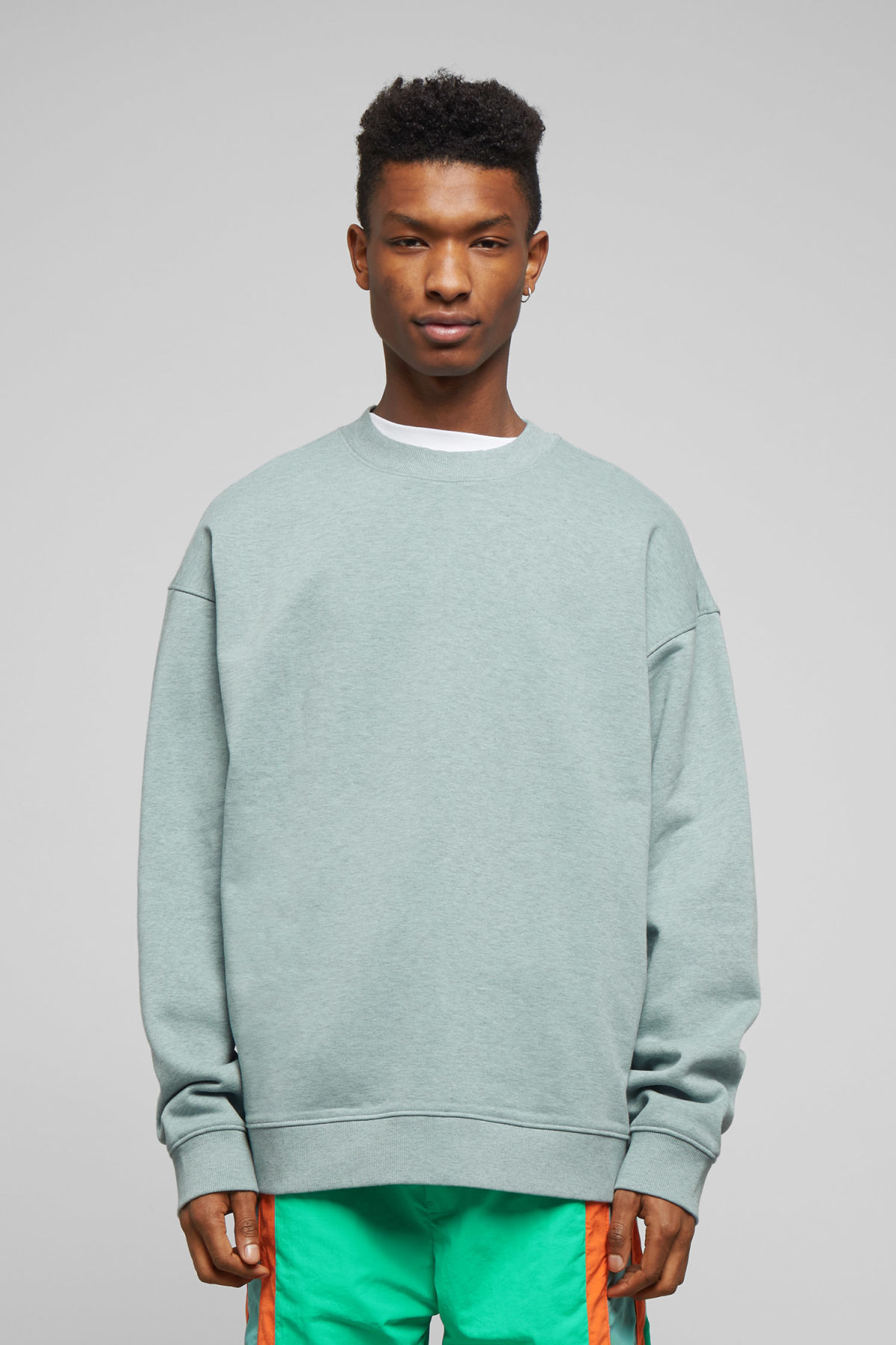 Model front image of Weekday big steve sweatshirt in turquoise