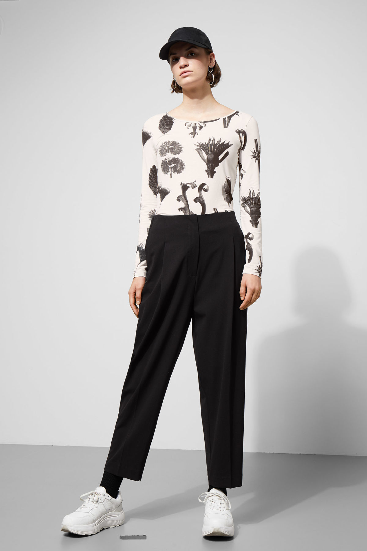 Model front image of Weekday ritz trousers in black
