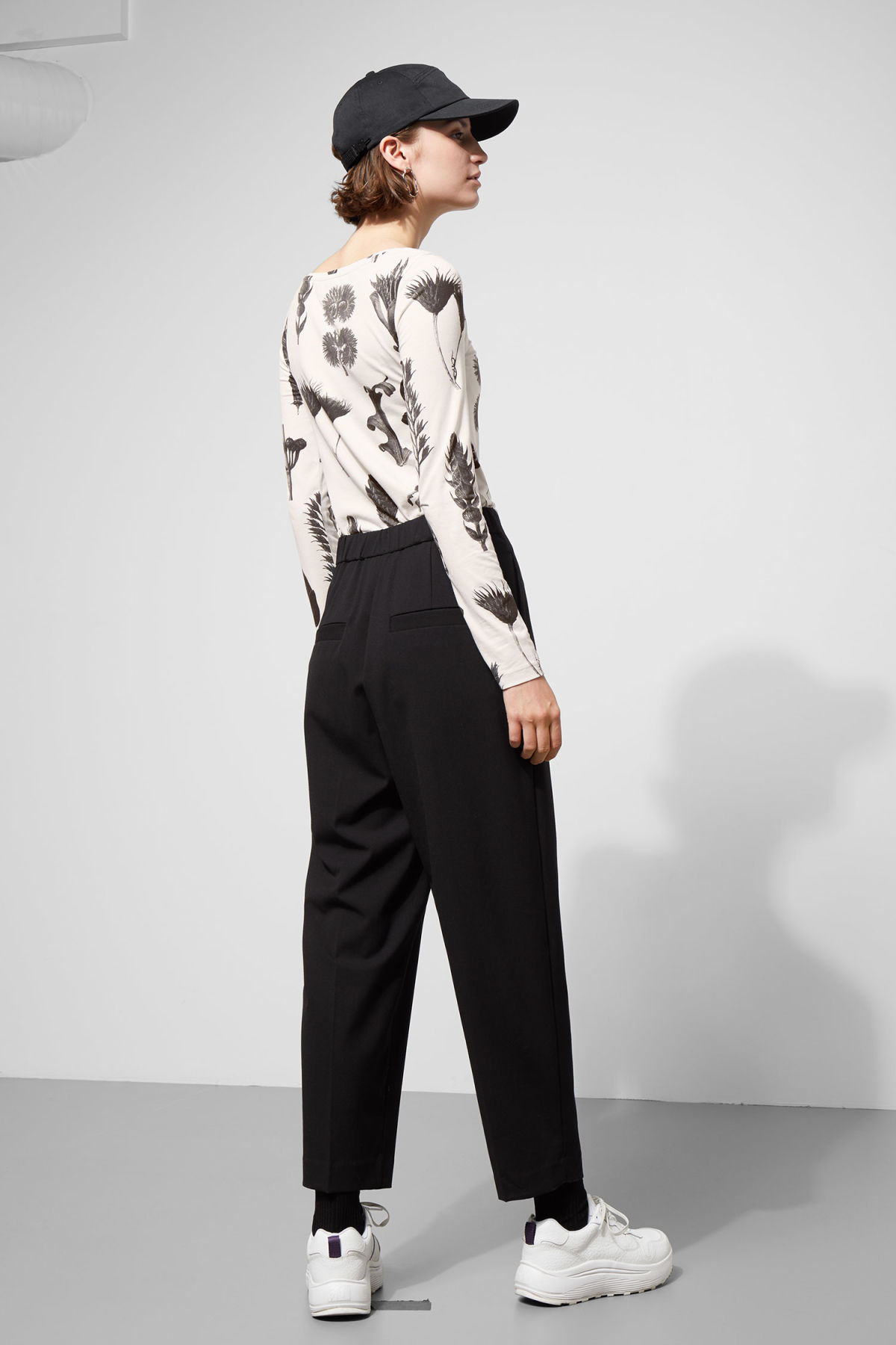 Model back image of Weekday ritz trousers in black