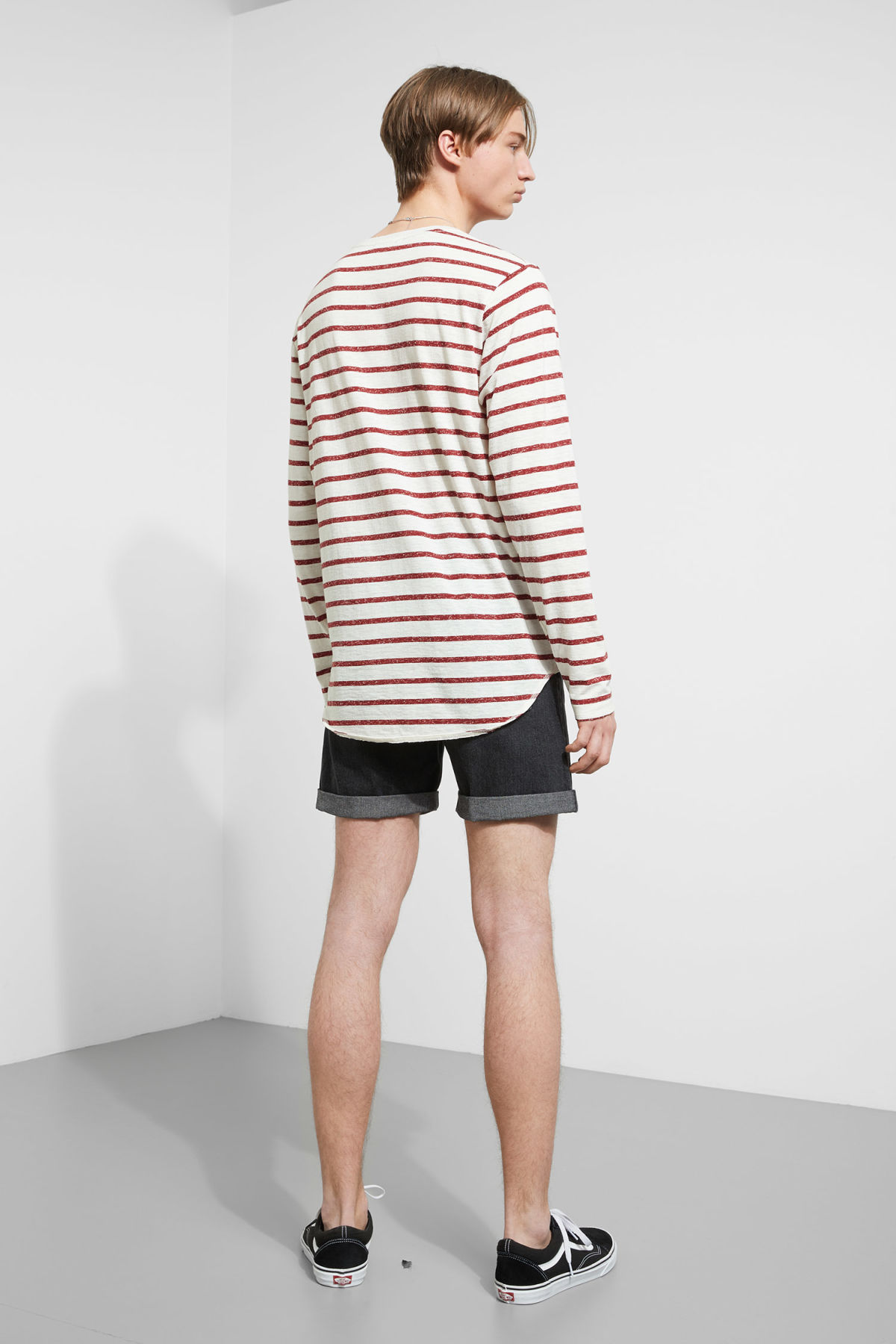 Model back image of Weekday boule long sleeve in red