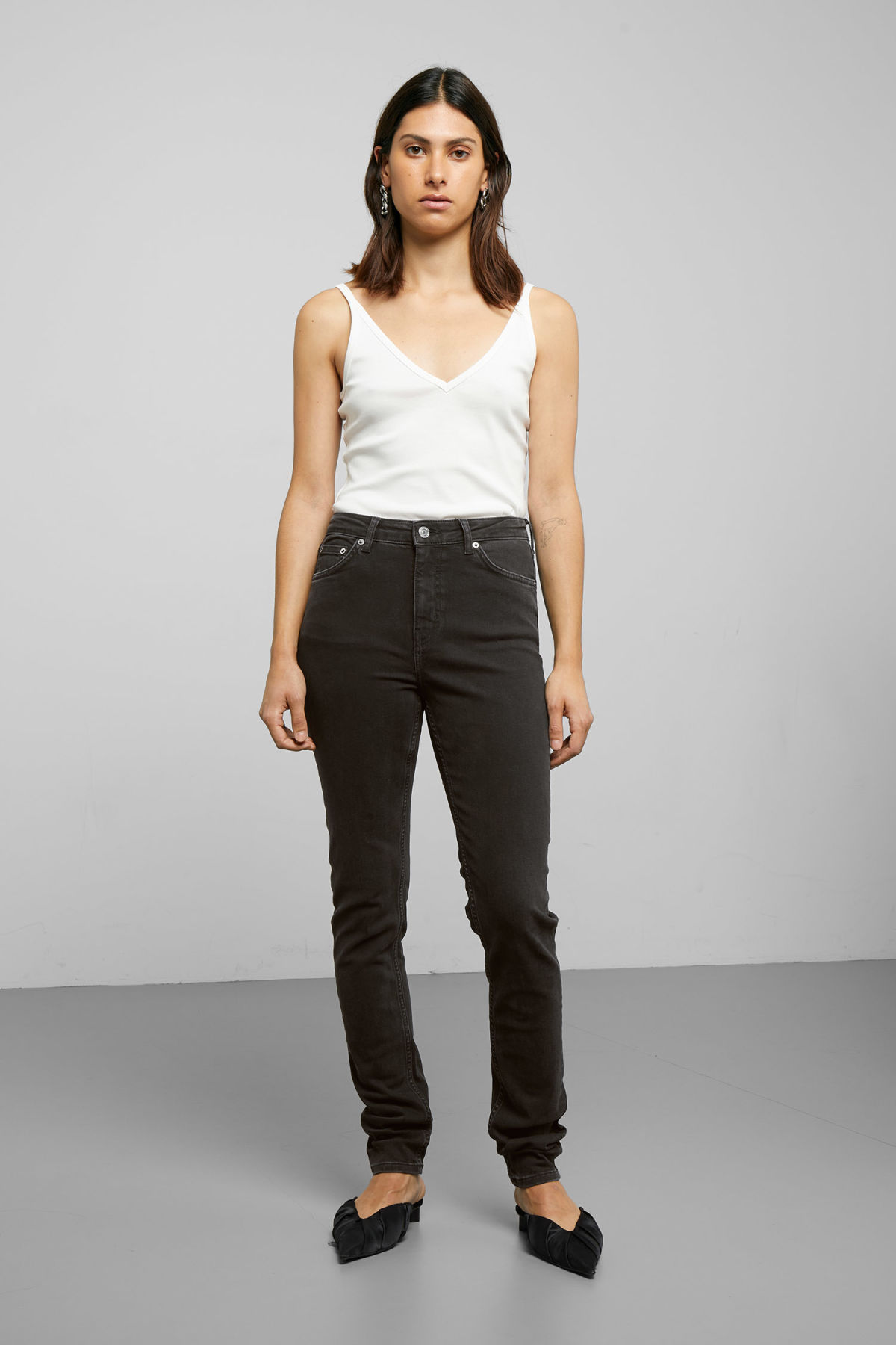 Model front image of Weekday thursday tuned black jeans in black
