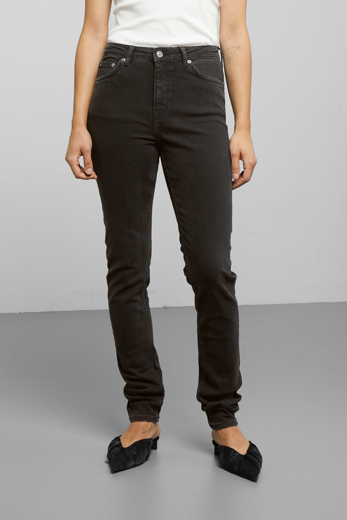 Model side image of Weekday thursday tuned black jeans in black