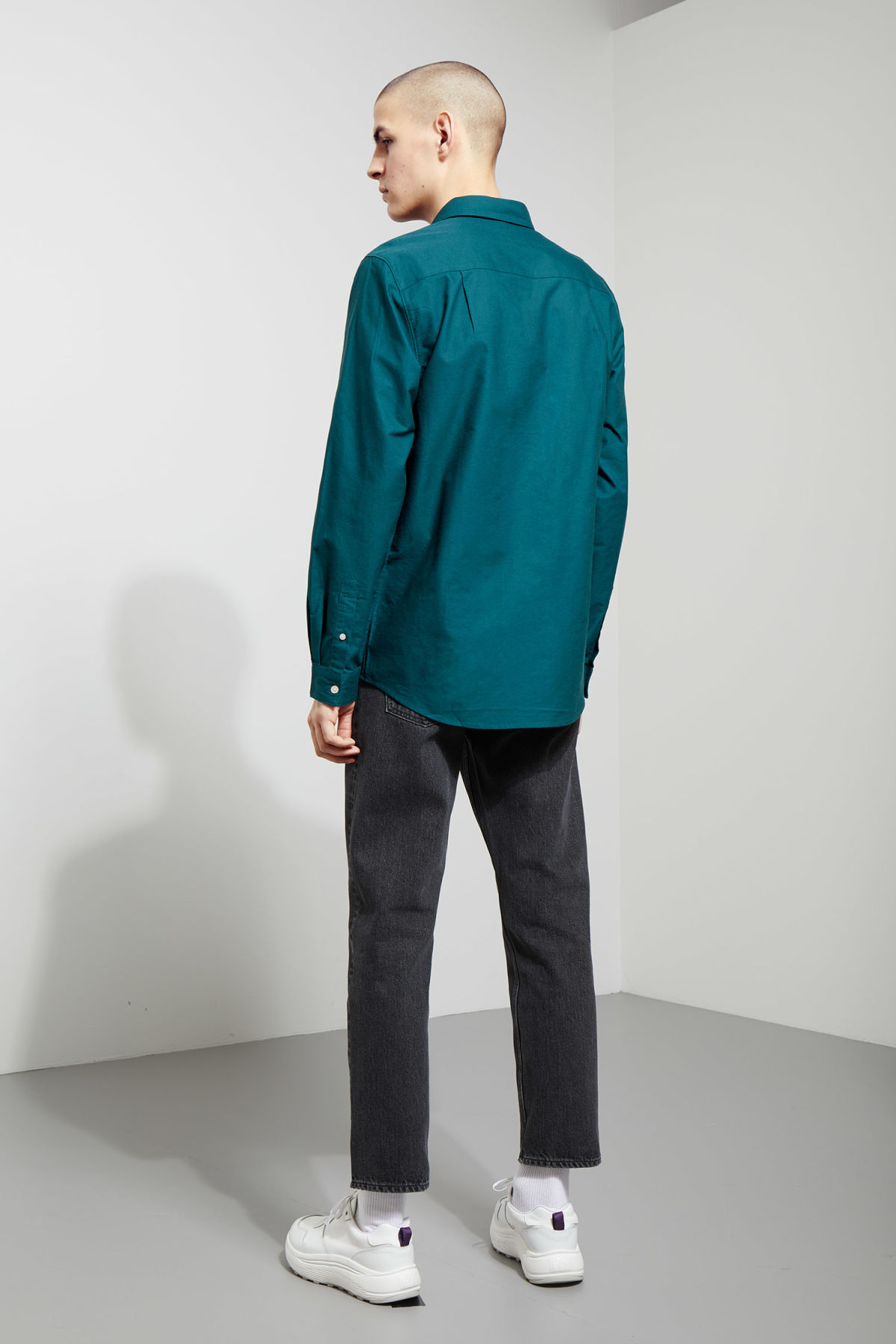 Model back image of Weekday bad times shirt in turquoise