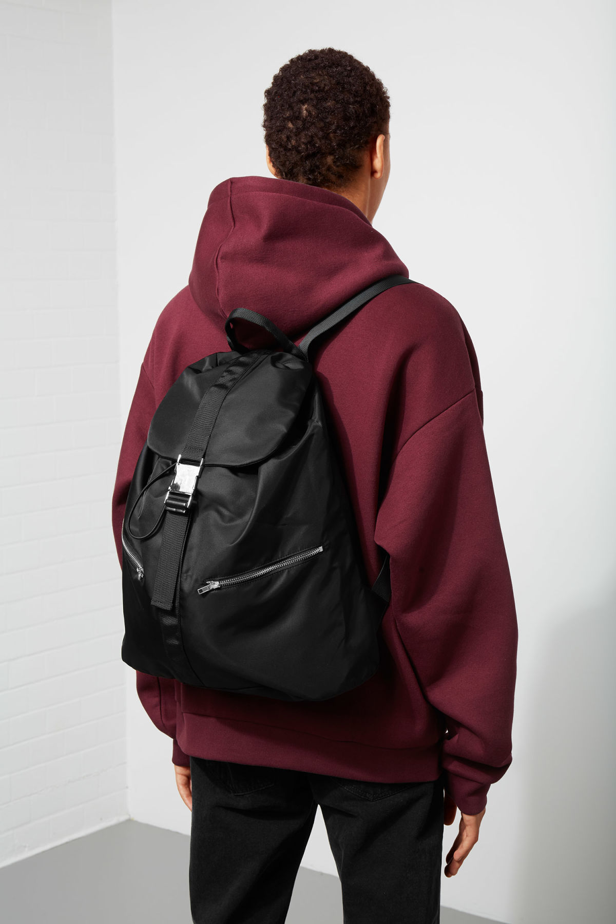 Model back image of Weekday lazy backpack in black