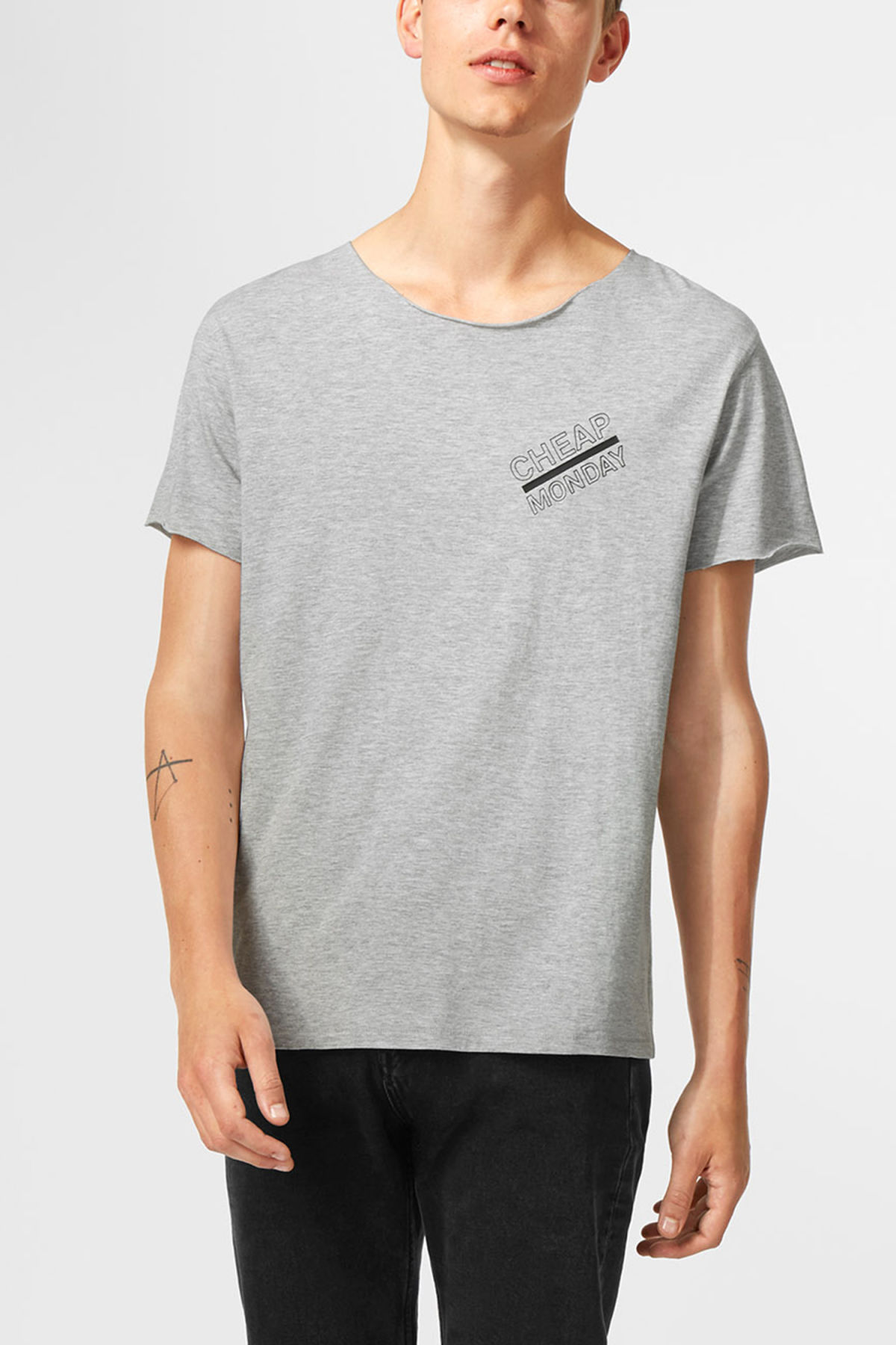 Model front image of Weekday standard edge t-shirt in grey