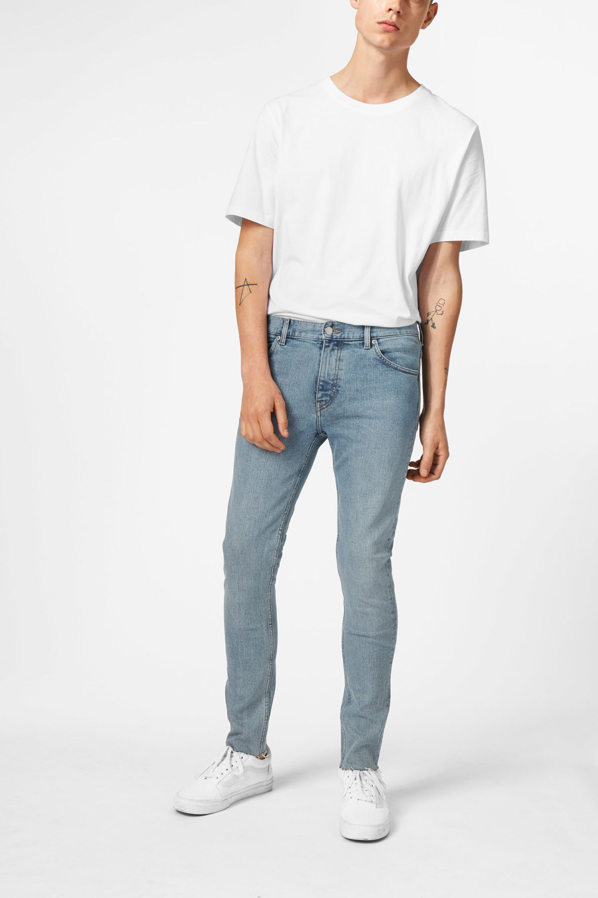 Model front image of Weekday form washed blue cut jeans in blue