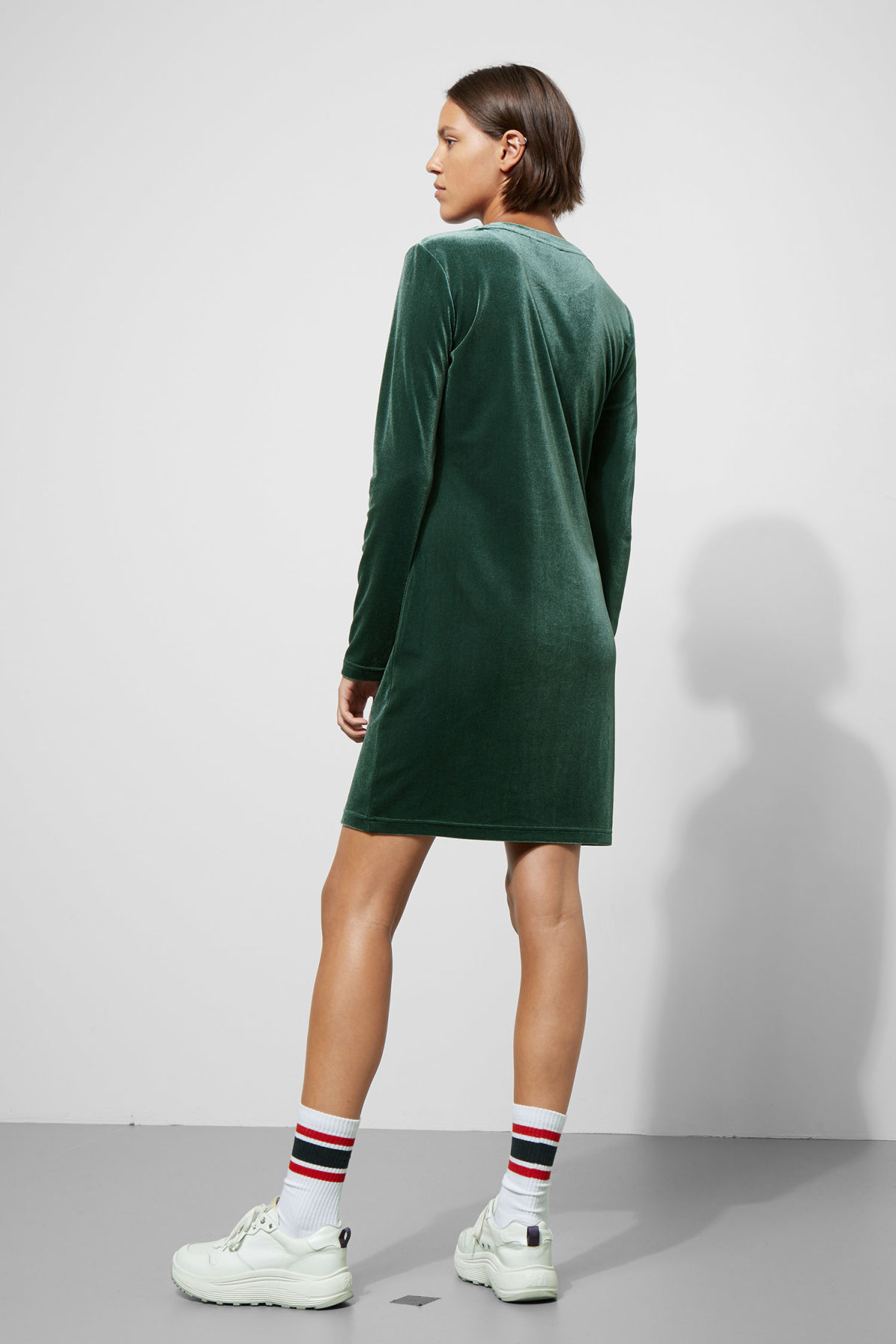 Model back image of Weekday fray dress in green