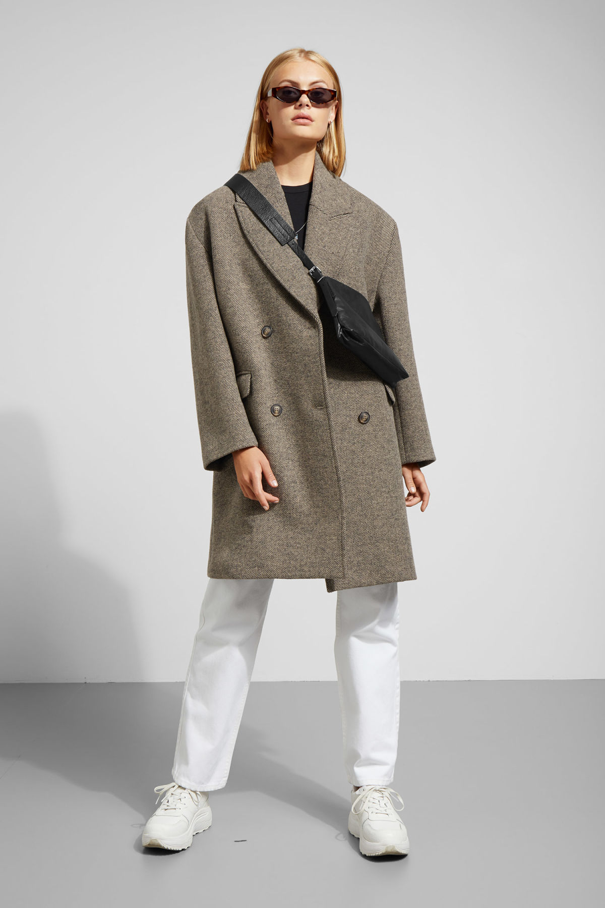 Model front image of Weekday michelle coat in brown