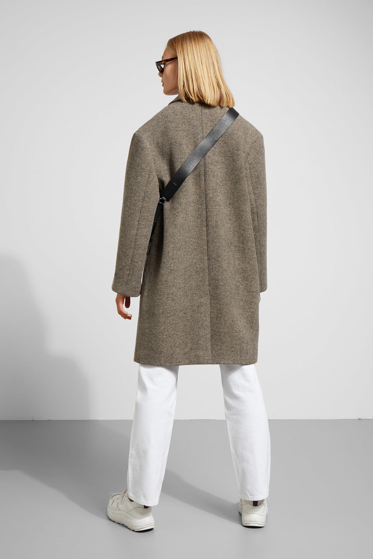 Model back image of Weekday michelle coat in brown
