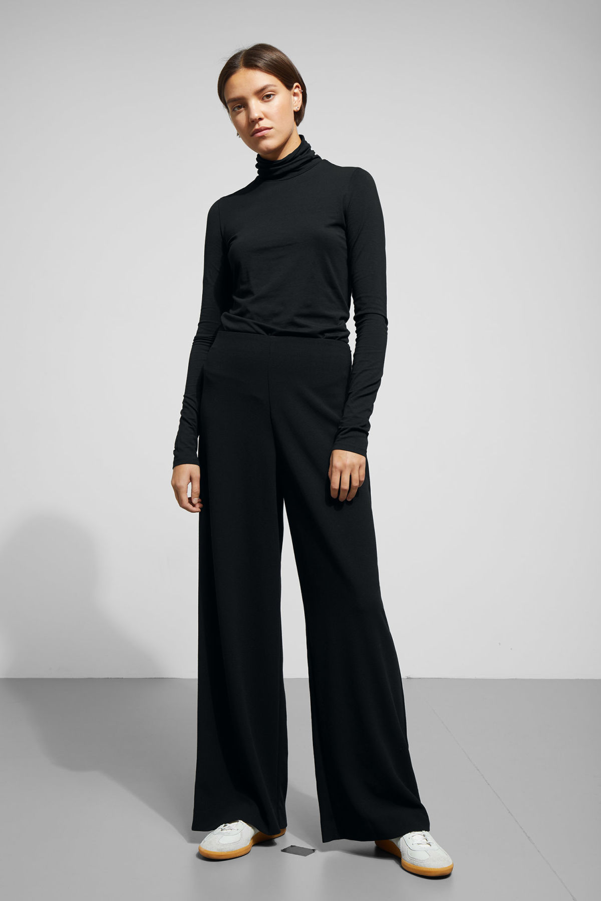 Model front image of Weekday julia trousers  in black
