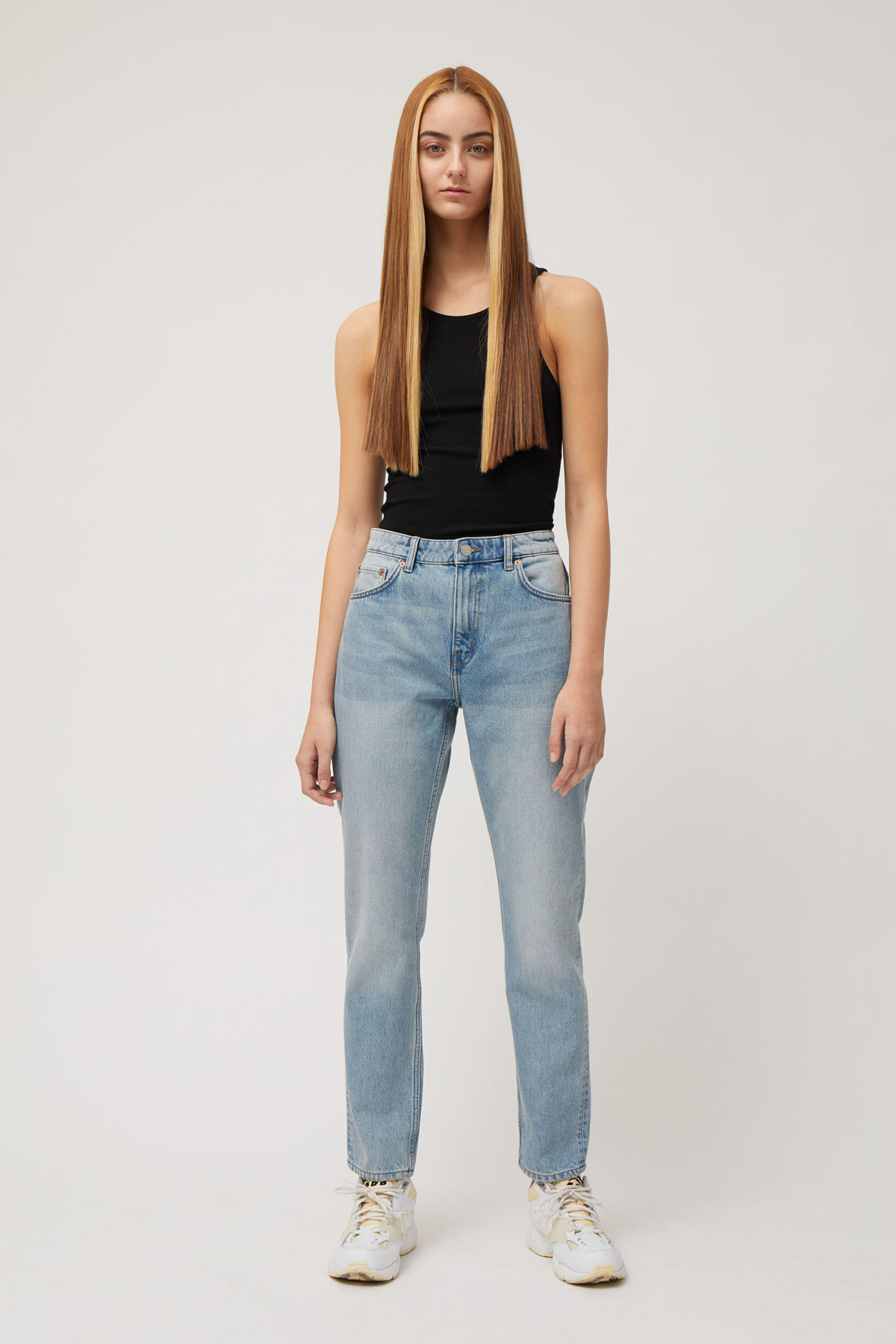 Model front image of Weekday seattle week blue jeans in blue