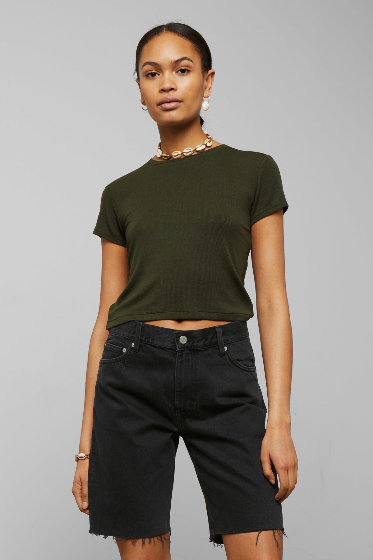 Model front image of Weekday frances t-shirt in green
